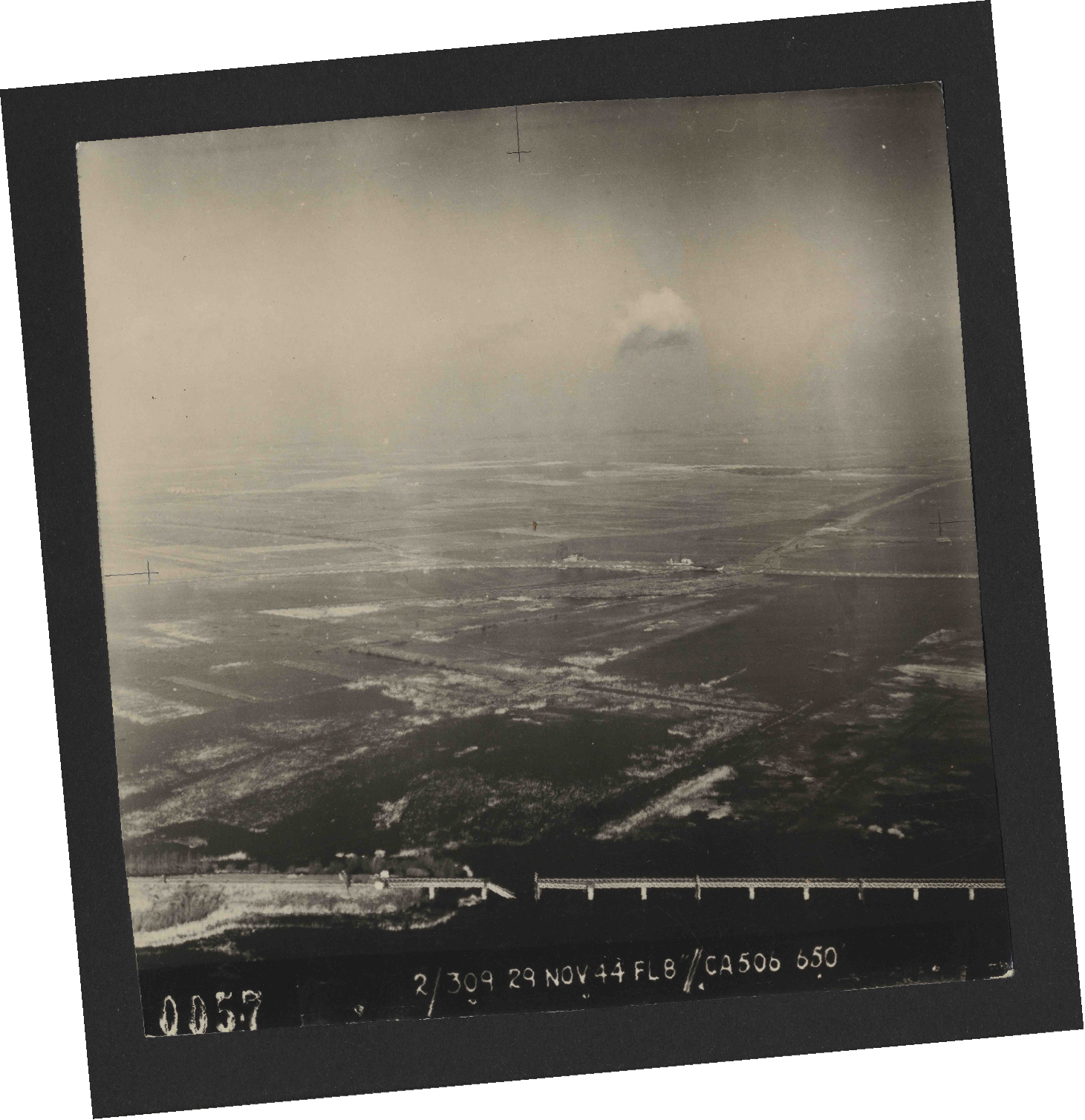 Collection RAF aerial photos 1940-1945 - flight 533, run 01, photo 0057