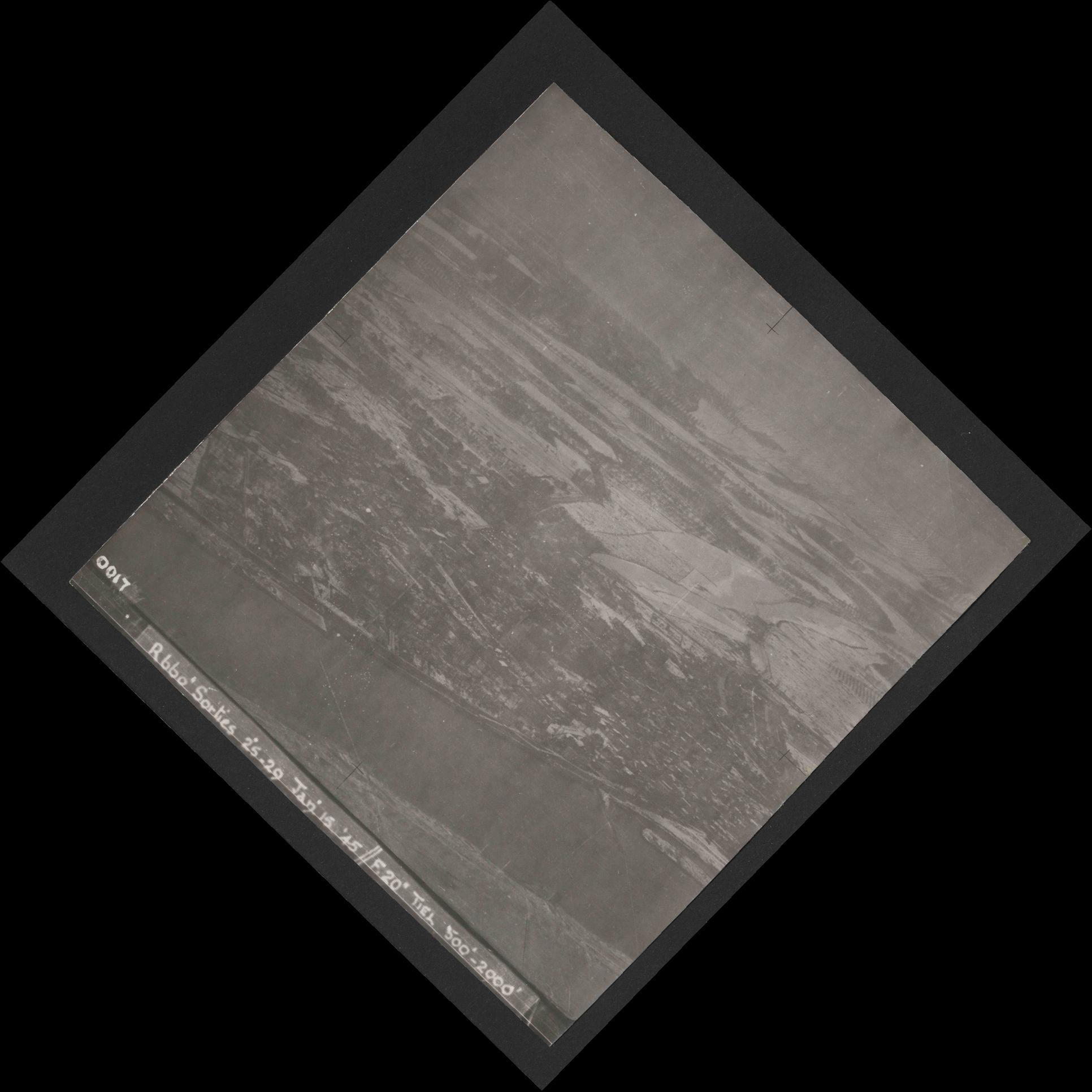 Collection RAF aerial photos 1940-1945 - flight 537, run 01, photo 0017