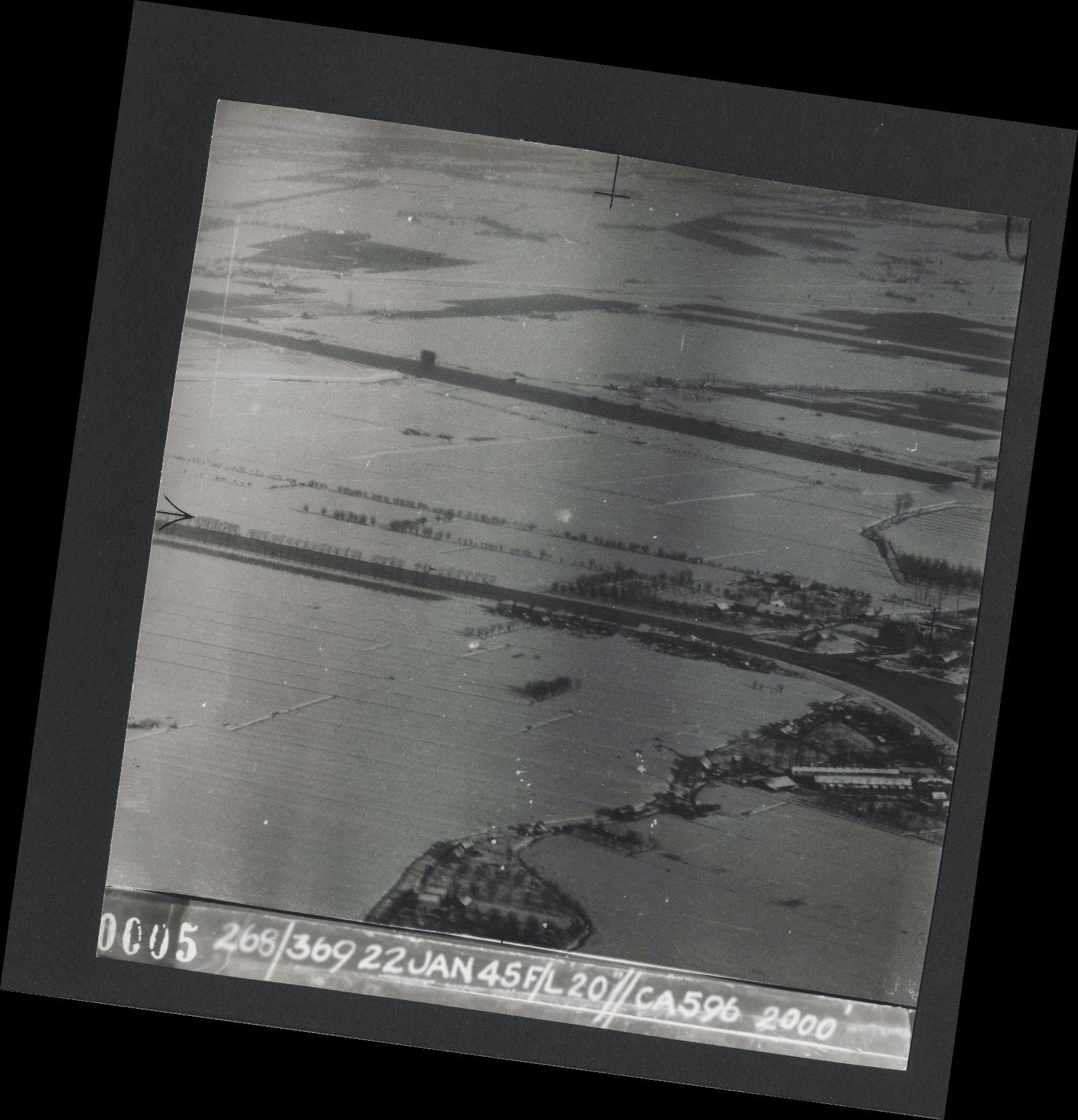 Collection RAF aerial photos 1940-1945 - flight 539, run 01, photo 0005
