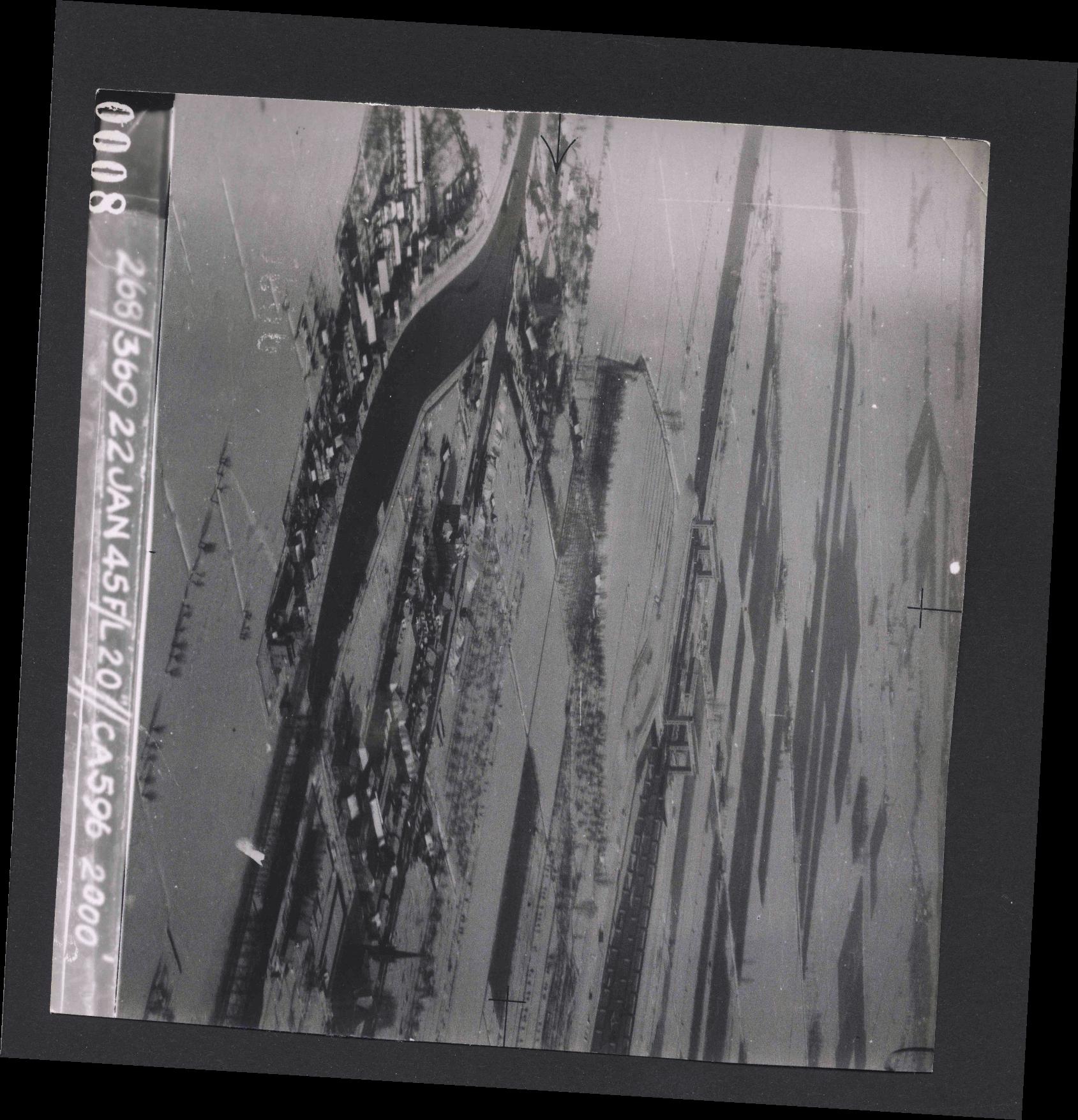 Collection RAF aerial photos 1940-1945 - flight 539, run 01, photo 0008
