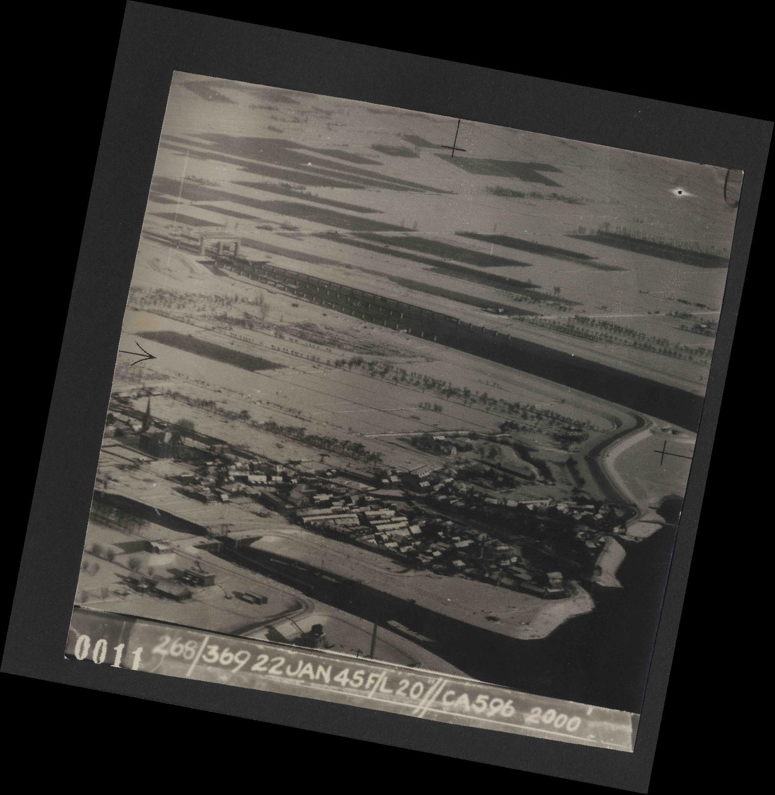 Collection RAF aerial photos 1940-1945 - flight 539, run 01, photo 0011