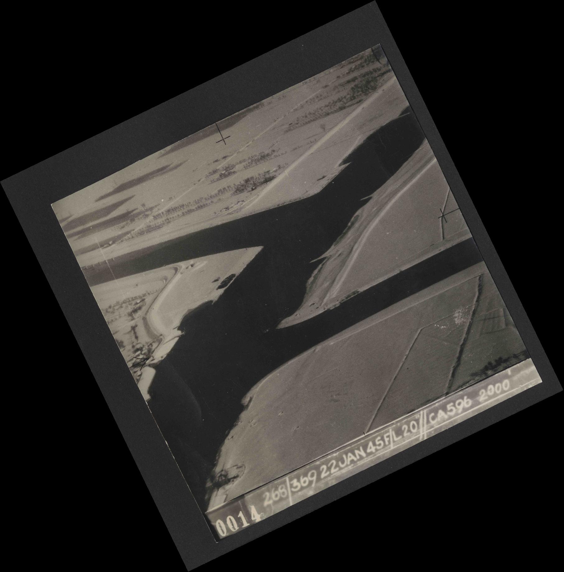 Collection RAF aerial photos 1940-1945 - flight 539, run 01, photo 0014