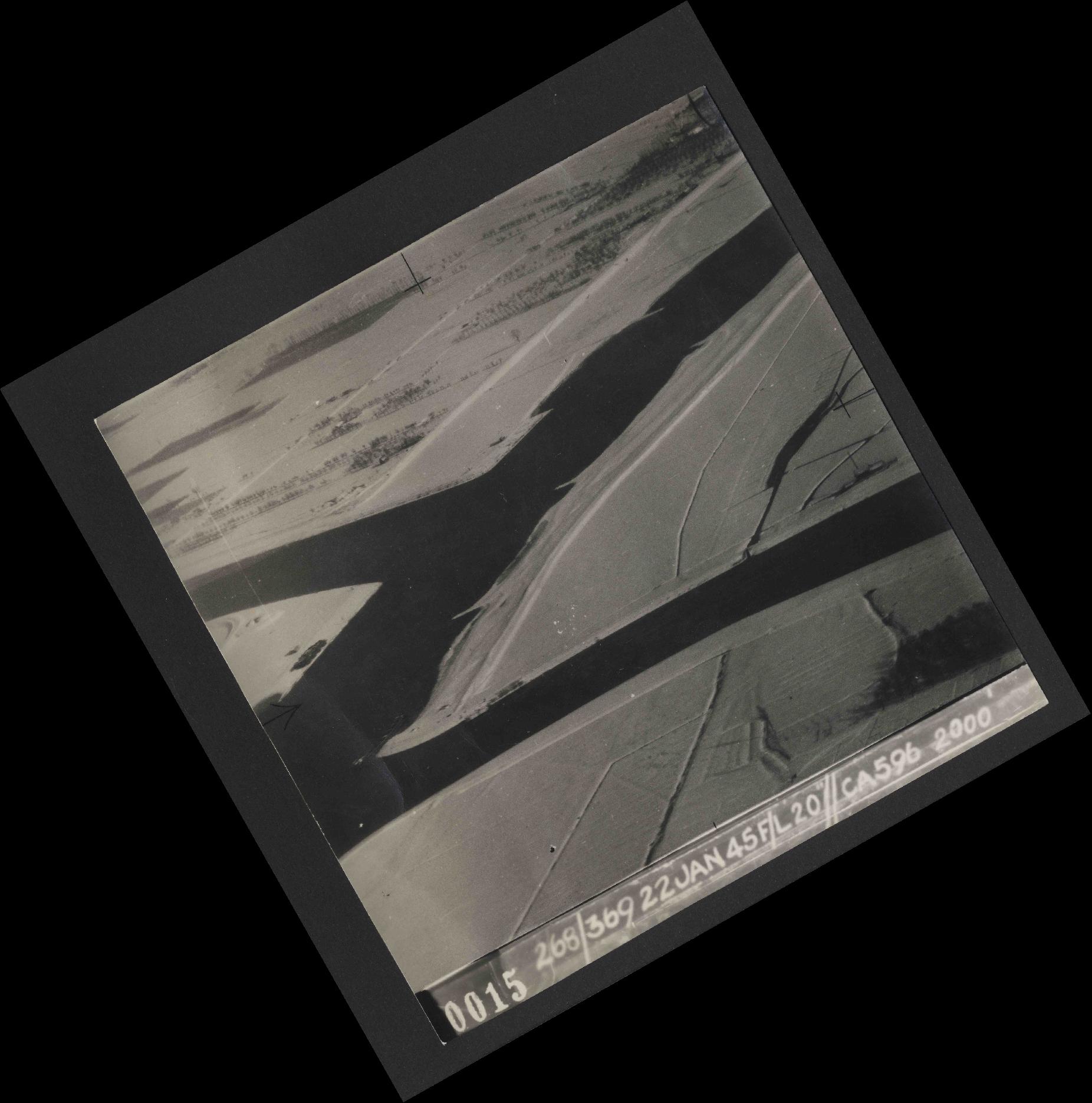 Collection RAF aerial photos 1940-1945 - flight 539, run 01, photo 0015