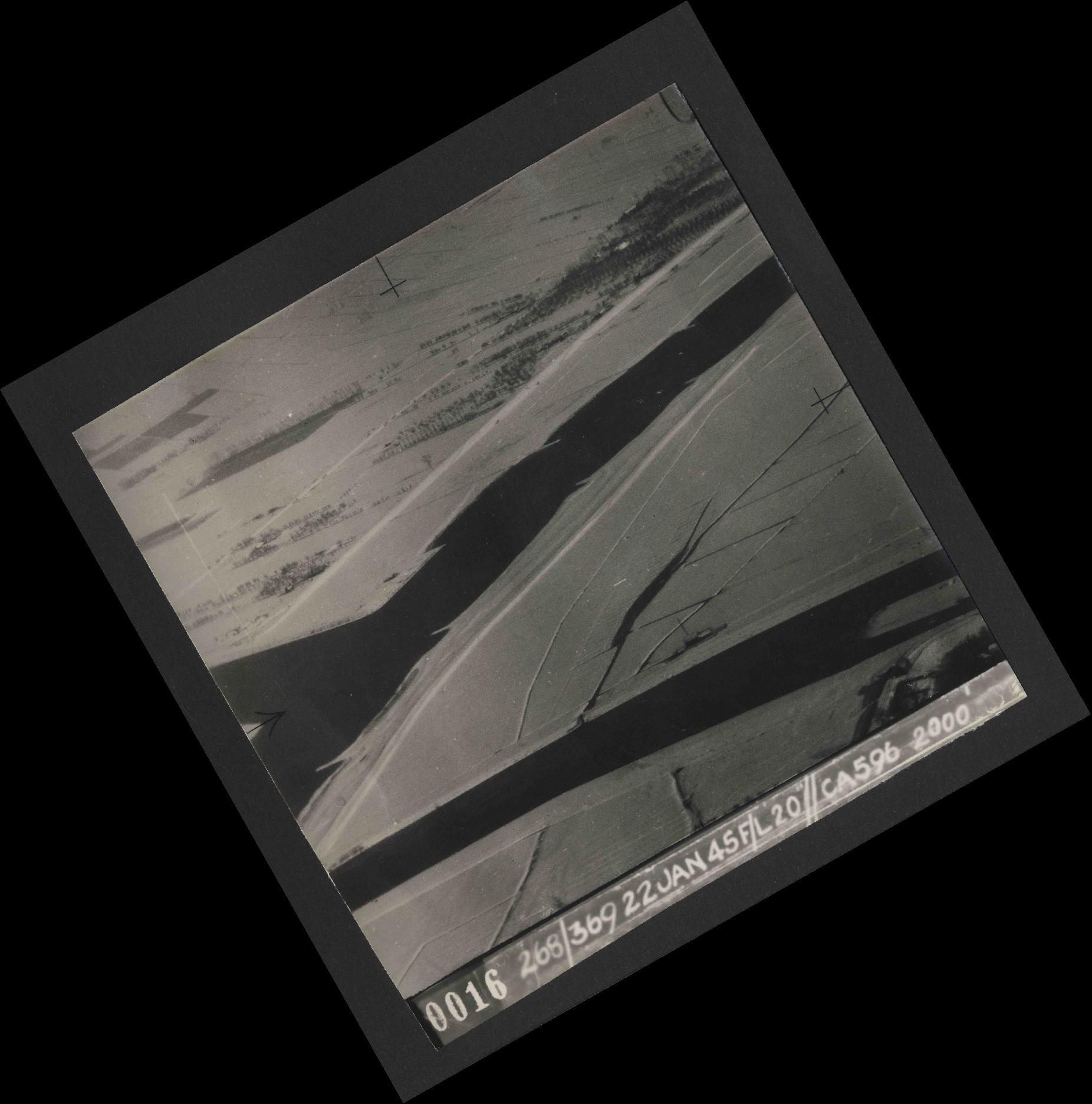 Collection RAF aerial photos 1940-1945 - flight 539, run 01, photo 0016