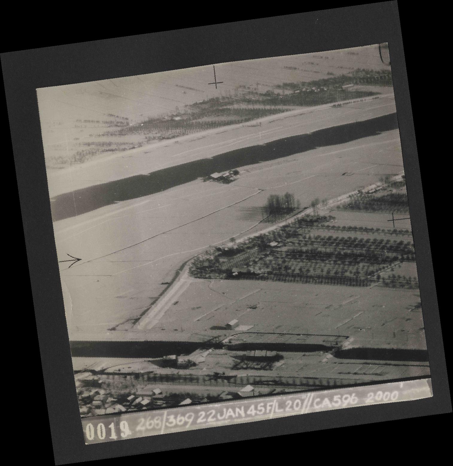 Collection RAF aerial photos 1940-1945 - flight 539, run 01, photo 0019