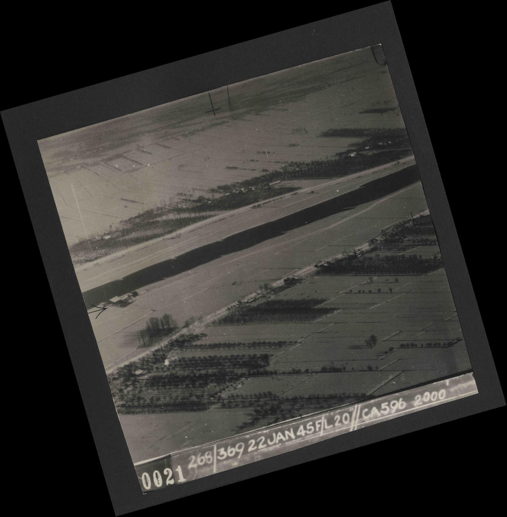 Collection RAF aerial photos 1940-1945 - flight 539, run 01, photo 0021