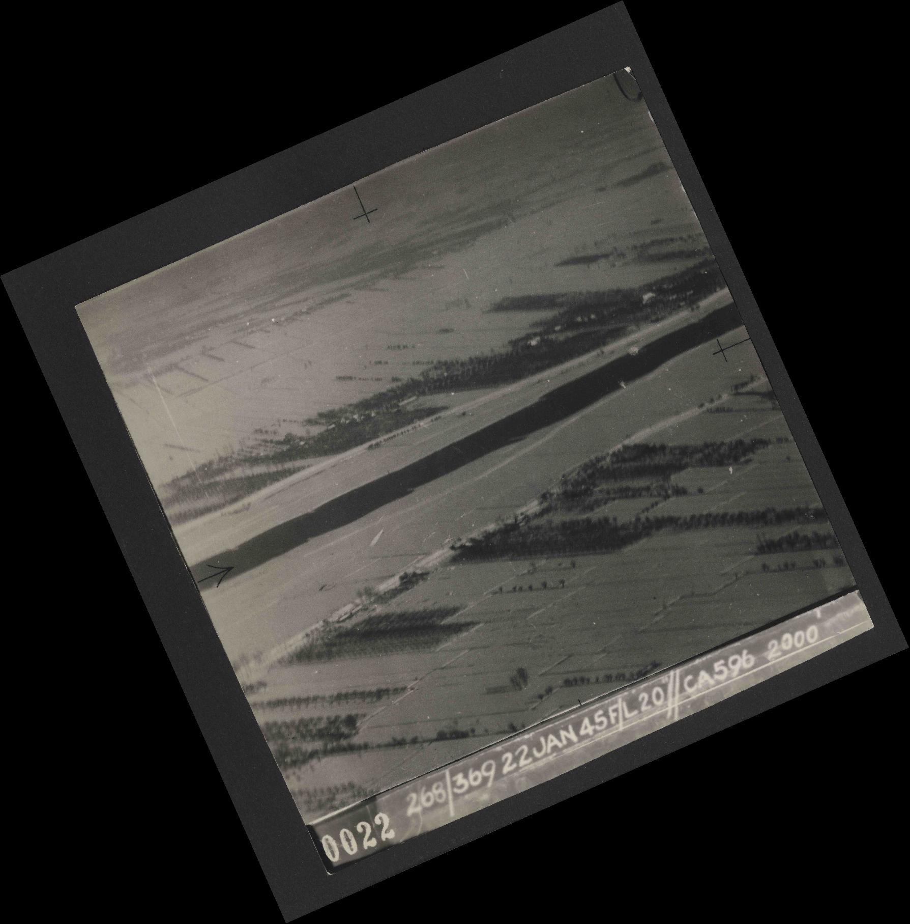 Collection RAF aerial photos 1940-1945 - flight 539, run 01, photo 0022