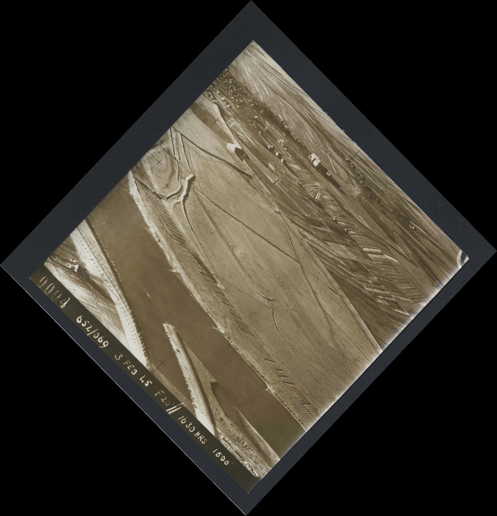 Collection RAF aerial photos 1940-1945 - flight 542, run 01, photo 0004