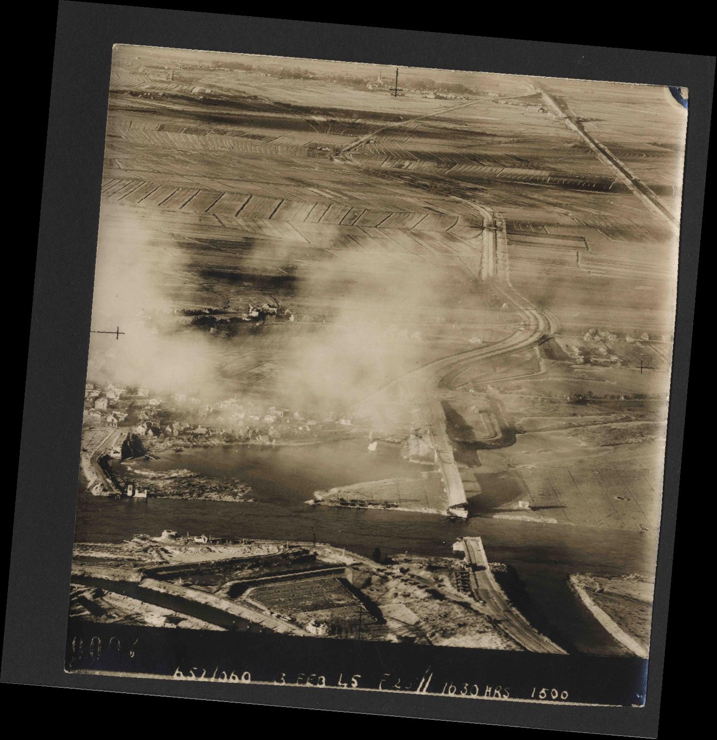 Collection RAF aerial photos 1940-1945 - flight 542, run 01, photo 0007