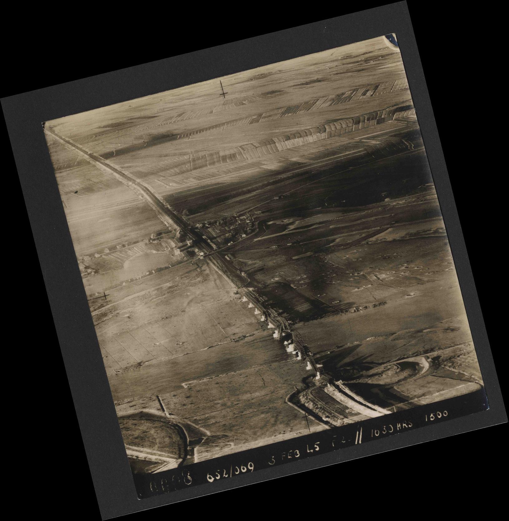 Collection RAF aerial photos 1940-1945 - flight 542, run 01, photo 0008
