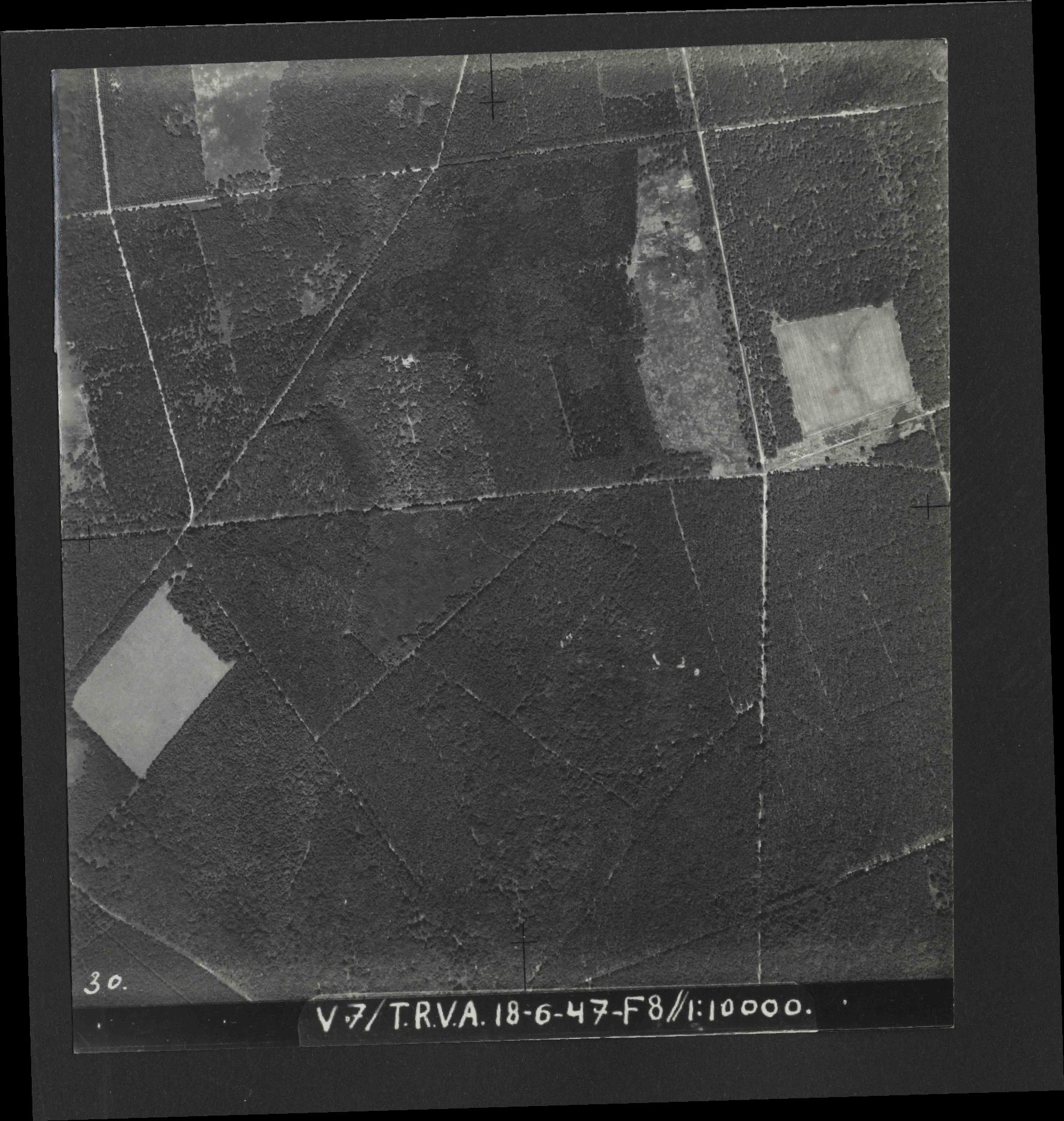 Collection RAF aerial photos 1940-1945 - flight 550, run 04, photo 0030