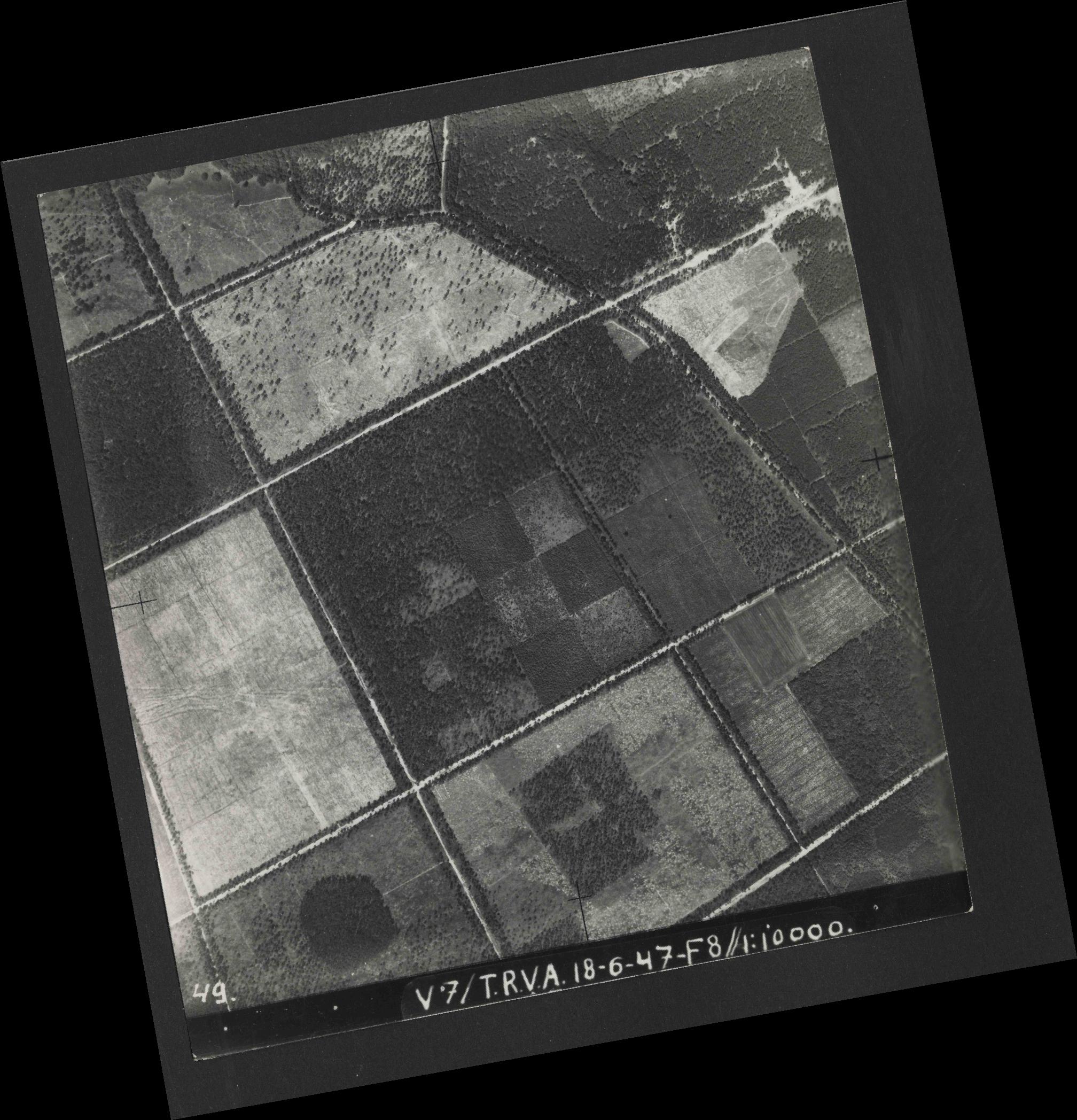 Collection RAF aerial photos 1940-1945 - flight 550, run 04, photo 0049