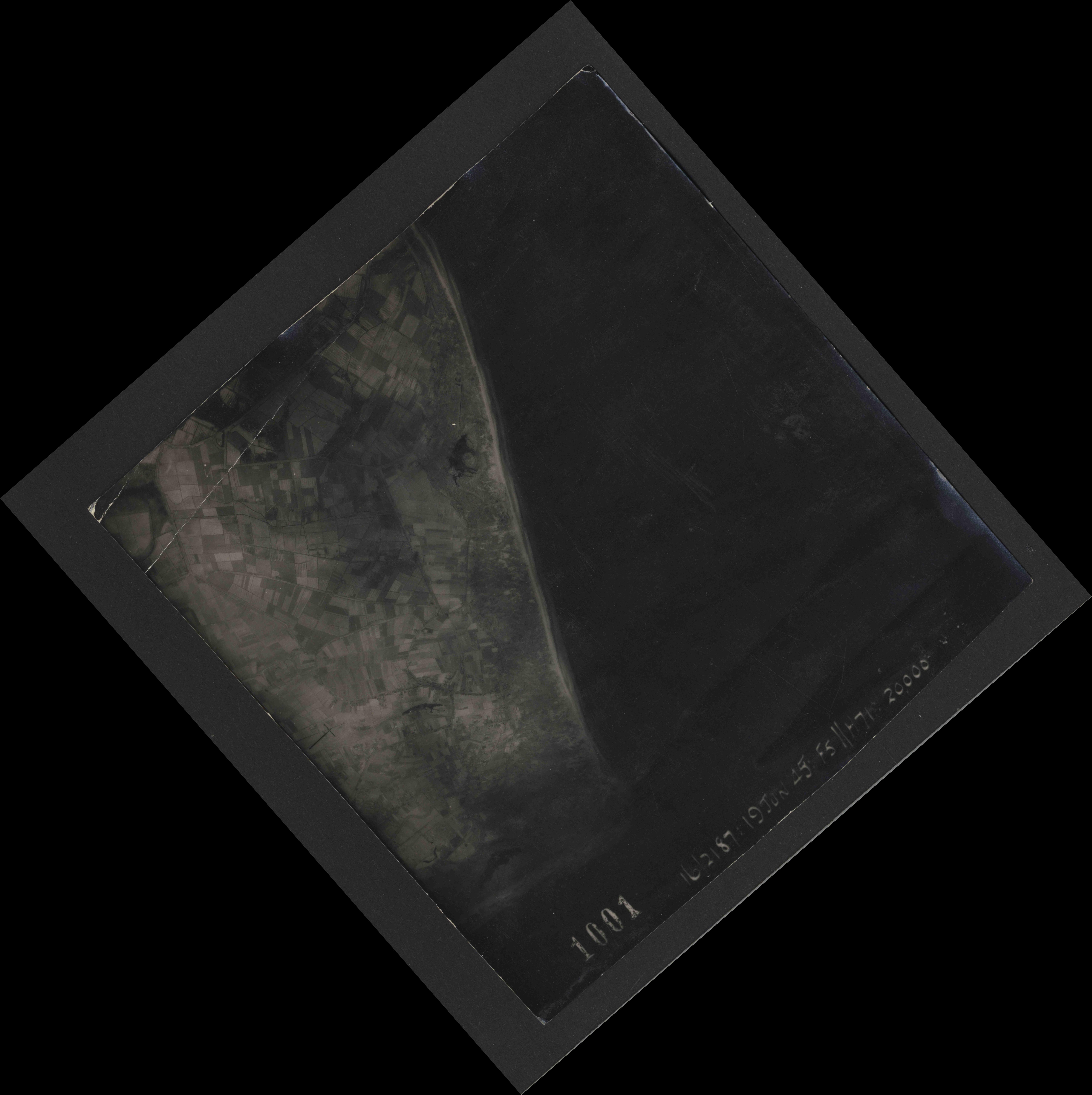Collection RAF aerial photos 1940-1945 - flight 551, run 01, photo 1001