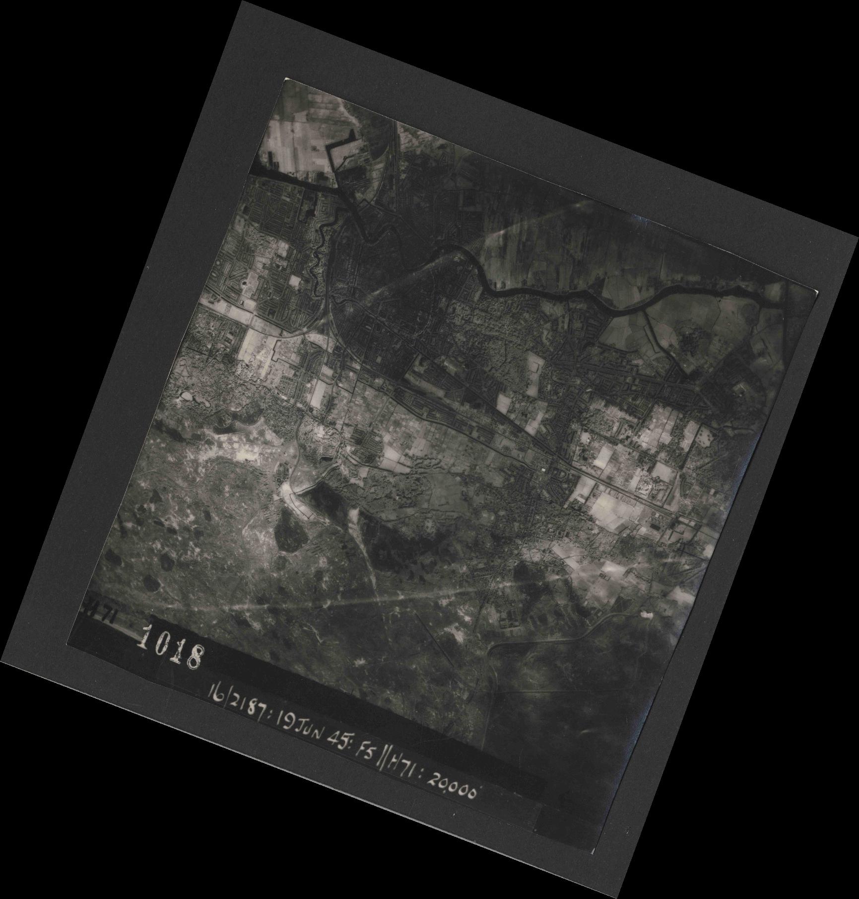 Collection RAF aerial photos 1940-1945 - flight 551, run 01, photo 1018