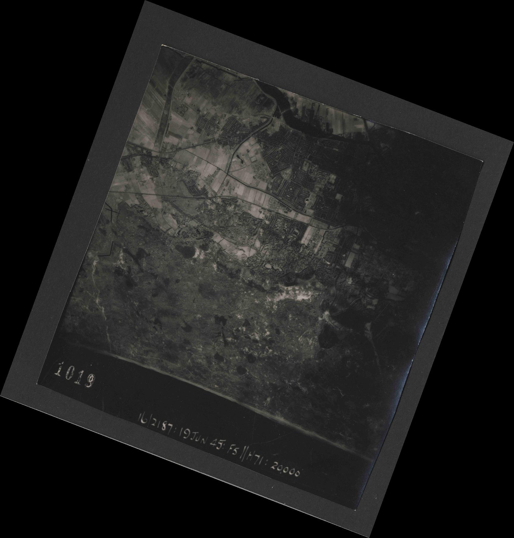 Collection RAF aerial photos 1940-1945 - flight 551, run 01, photo 1019