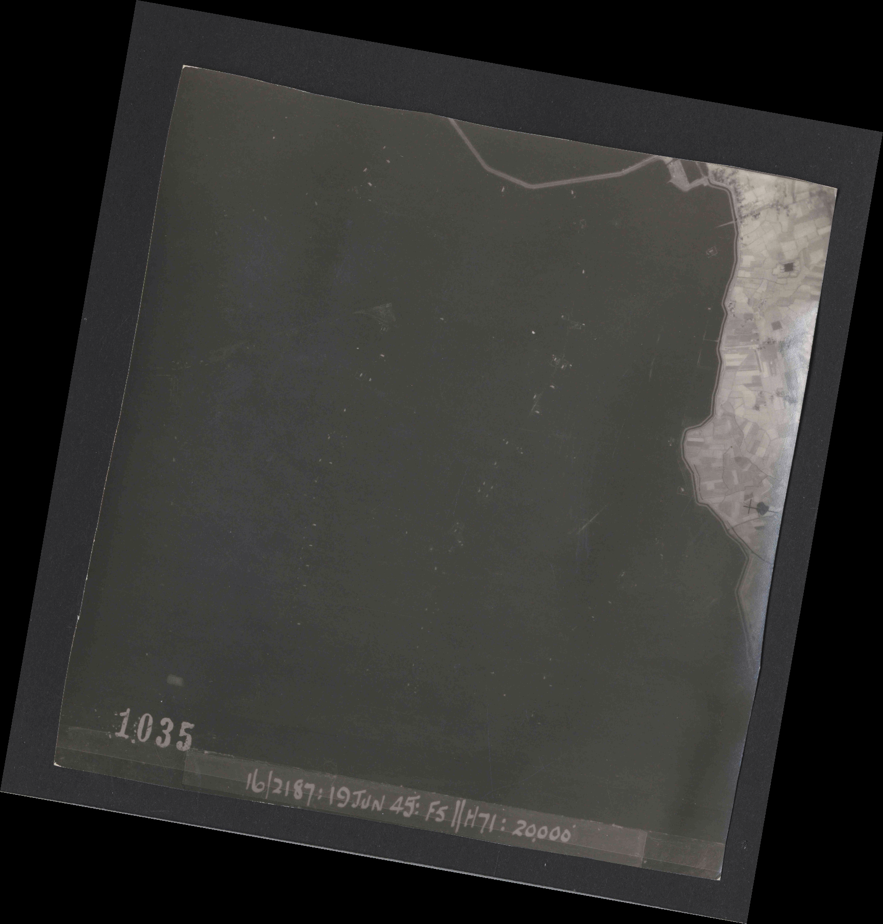 Collection RAF aerial photos 1940-1945 - flight 551, run 01, photo 1035