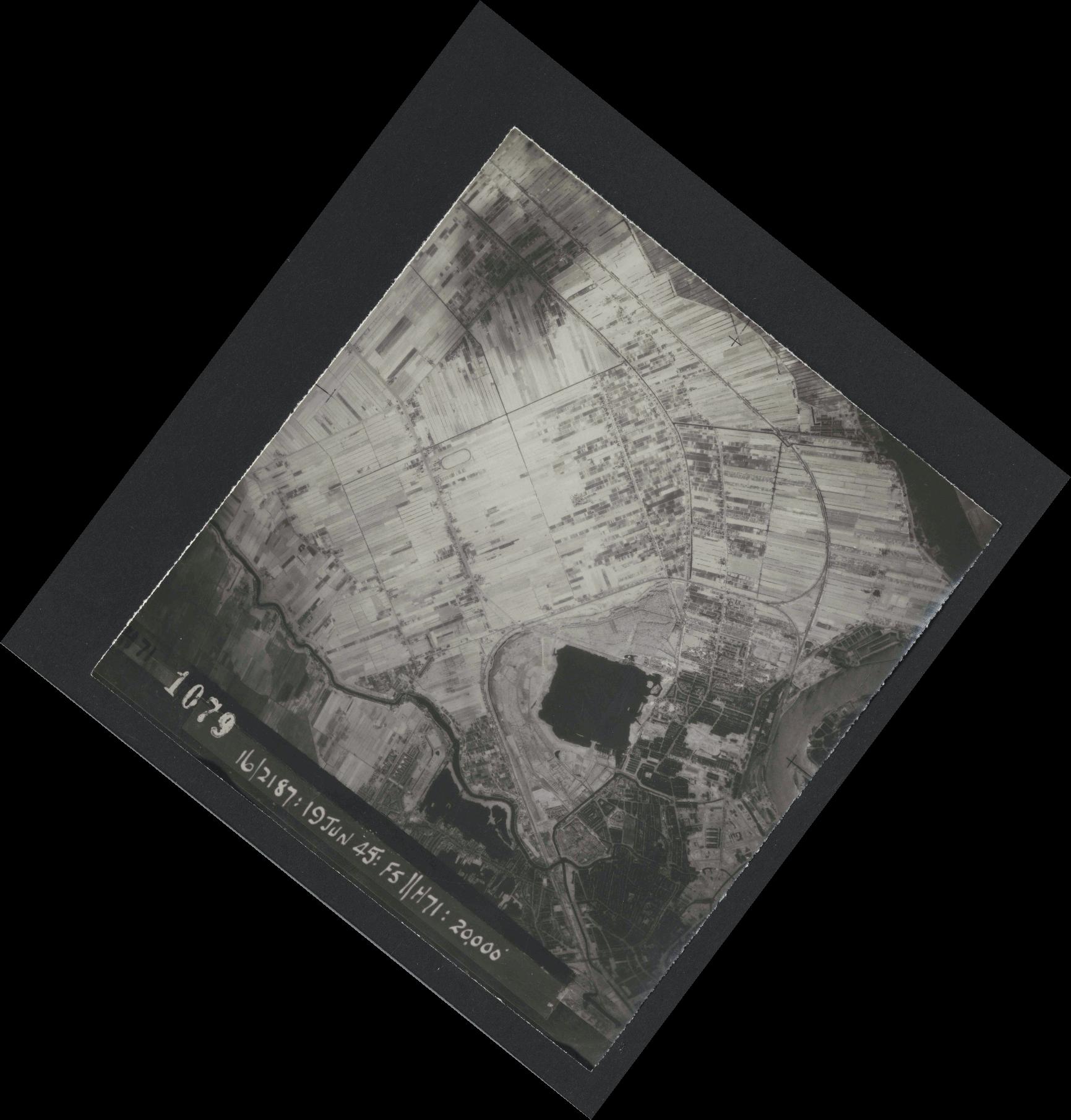 Collection RAF aerial photos 1940-1945 - flight 551, run 01, photo 1079
