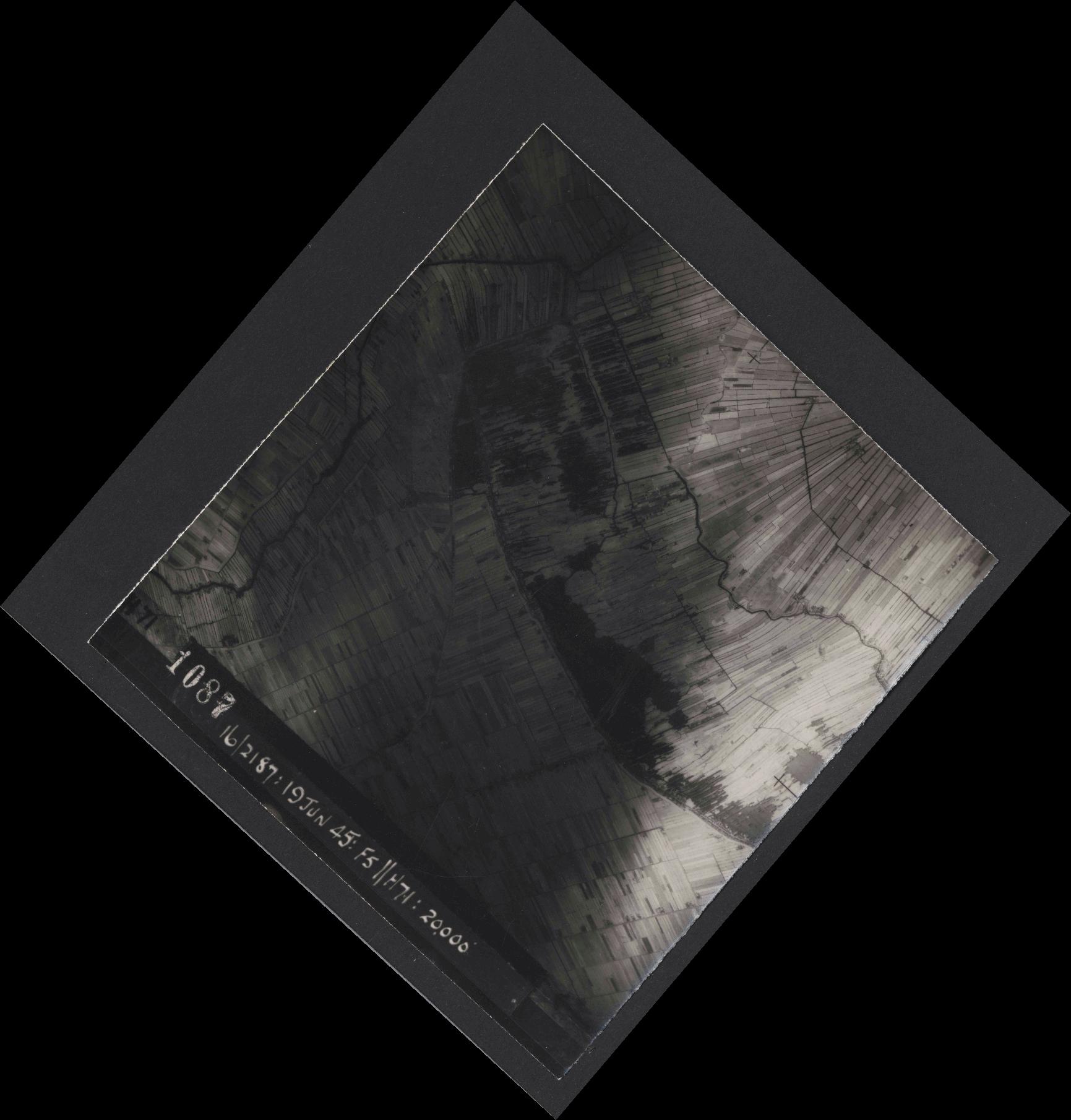 Collection RAF aerial photos 1940-1945 - flight 551, run 01, photo 1087