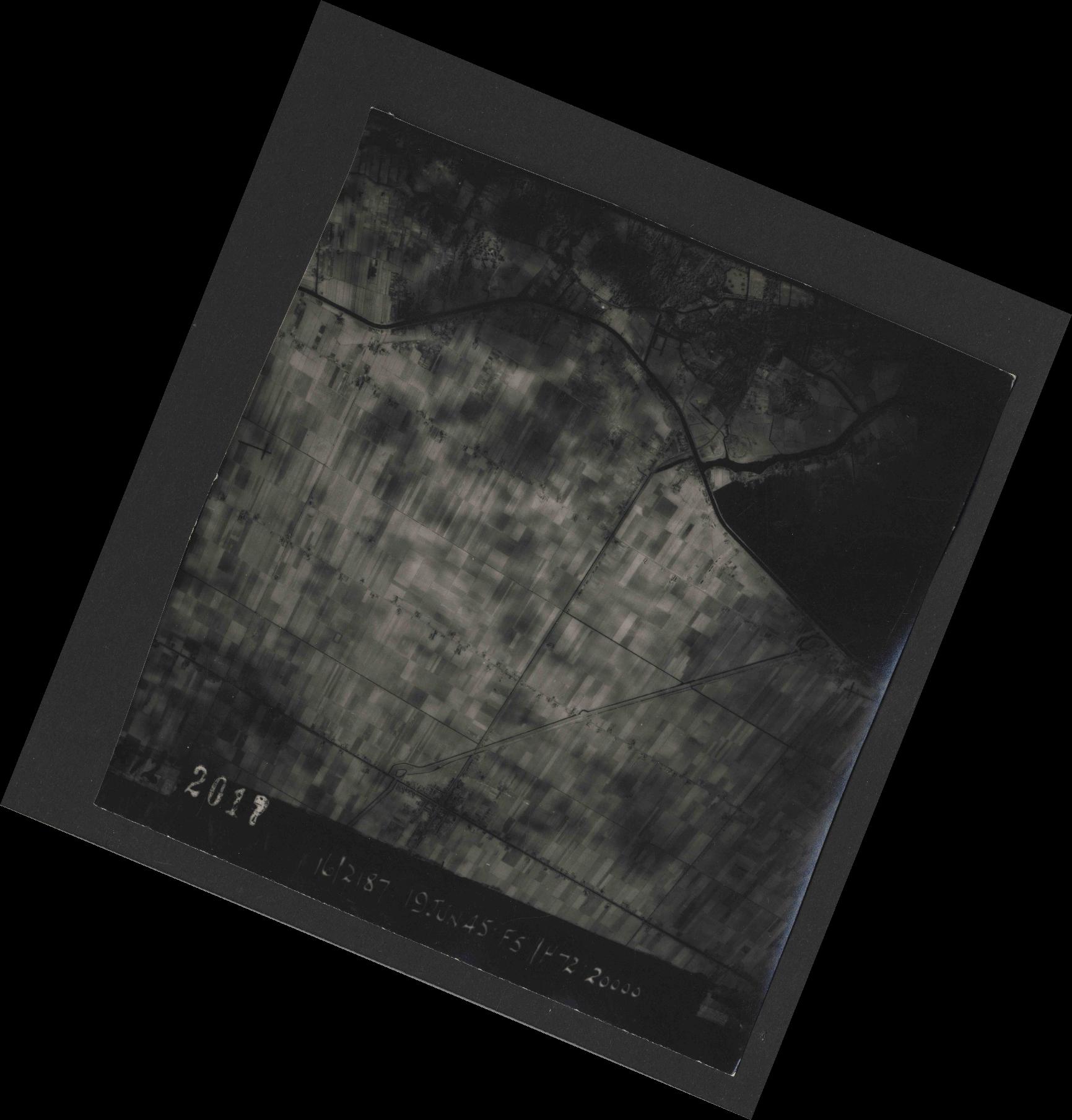 Collection RAF aerial photos 1940-1945 - flight 551, run 02, photo 2017