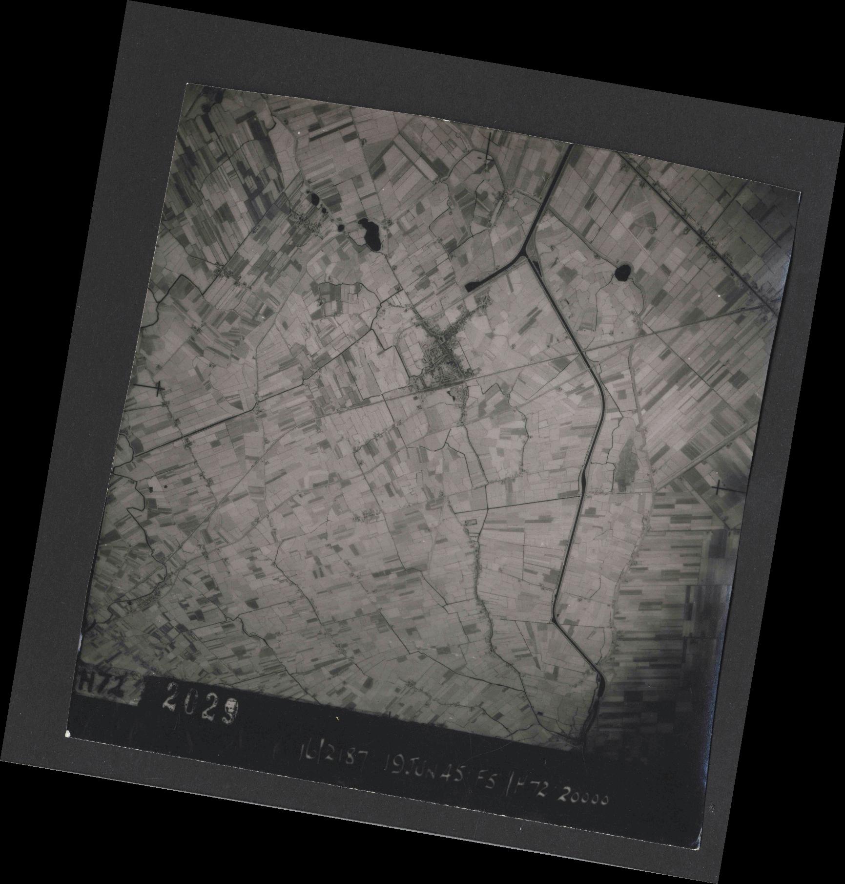 Collection RAF aerial photos 1940-1945 - flight 551, run 02, photo 2029