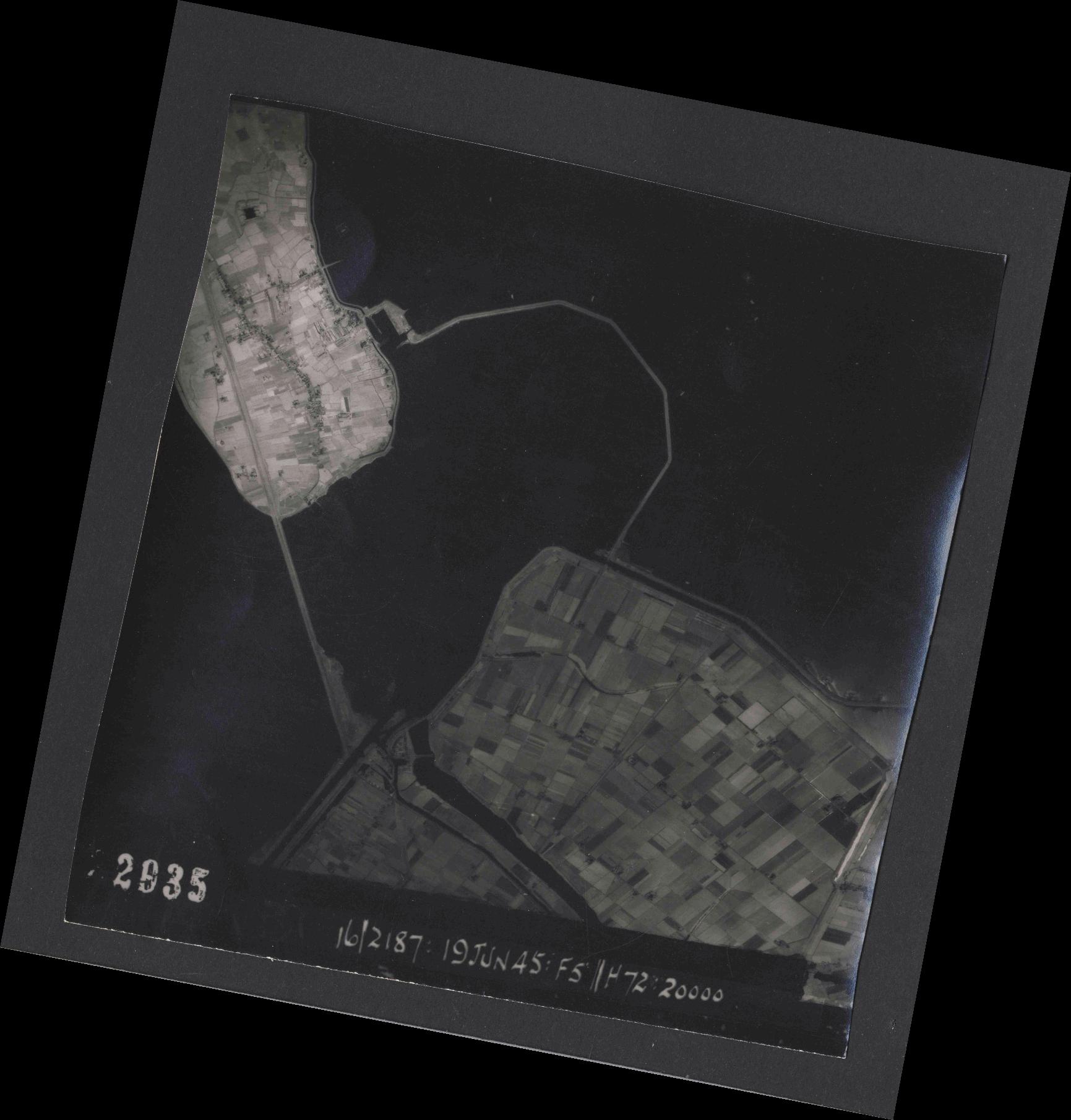 Collection RAF aerial photos 1940-1945 - flight 551, run 02, photo 2035