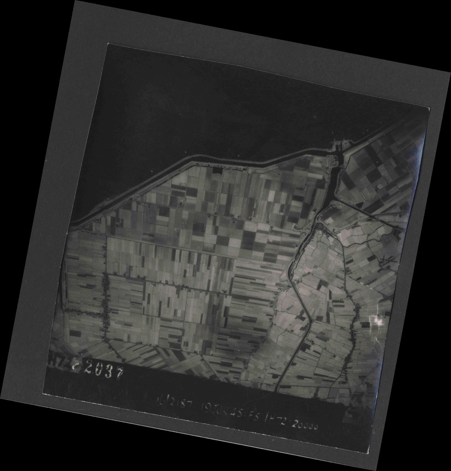 Collection RAF aerial photos 1940-1945 - flight 551, run 02, photo 2037