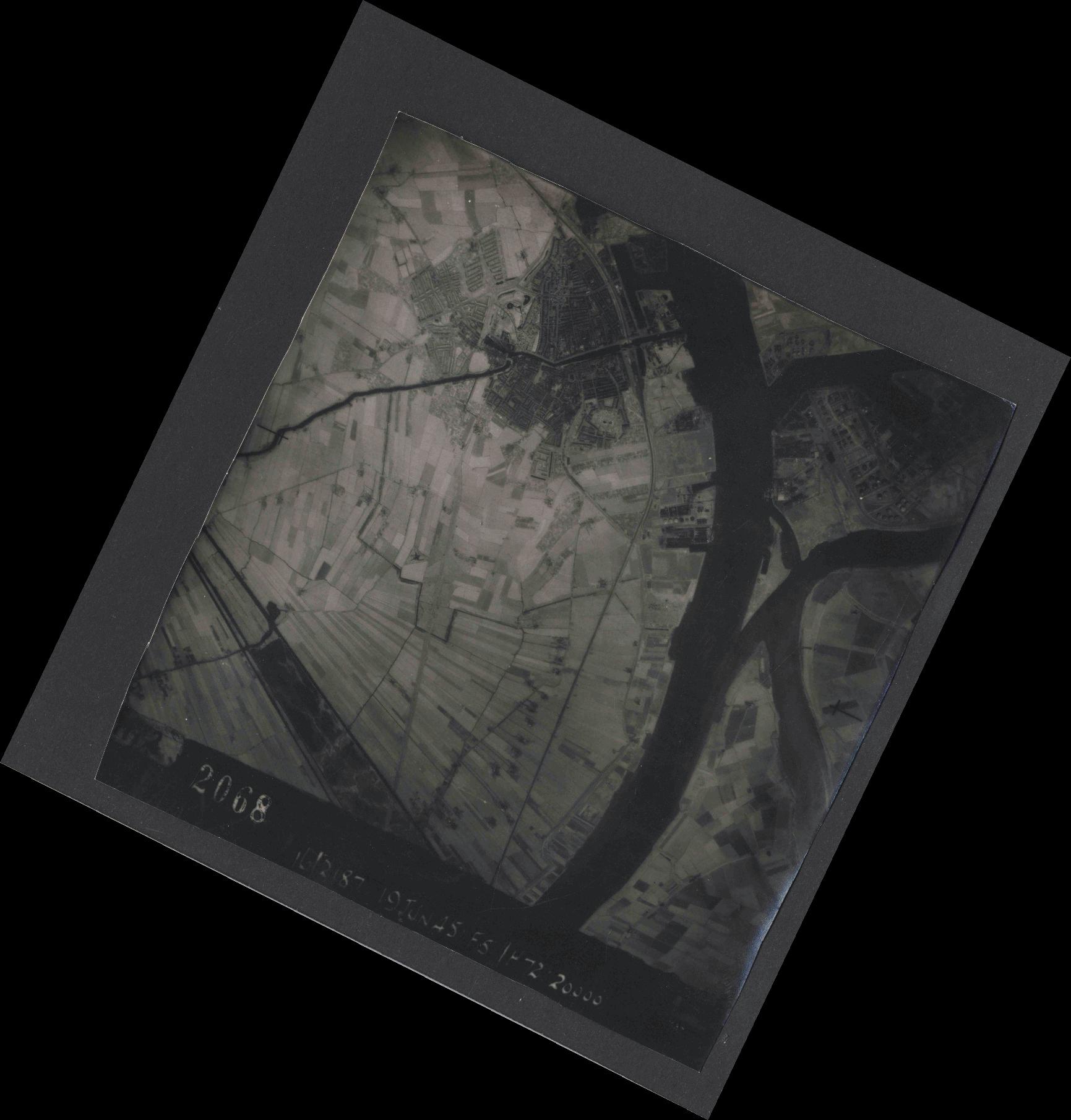 Collection RAF aerial photos 1940-1945 - flight 551, run 02, photo 2068