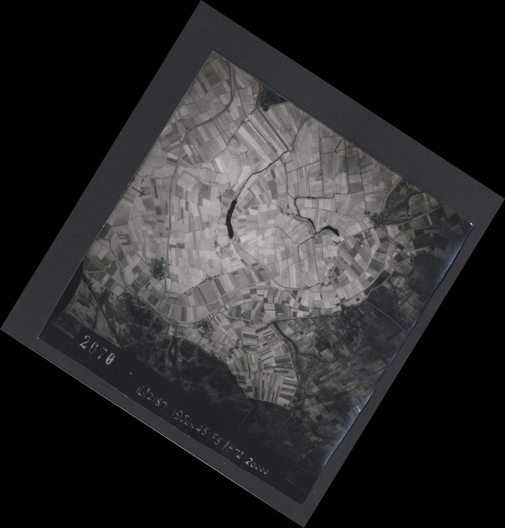 Collection RAF aerial photos 1940-1945 - flight 551, run 02, photo 2070