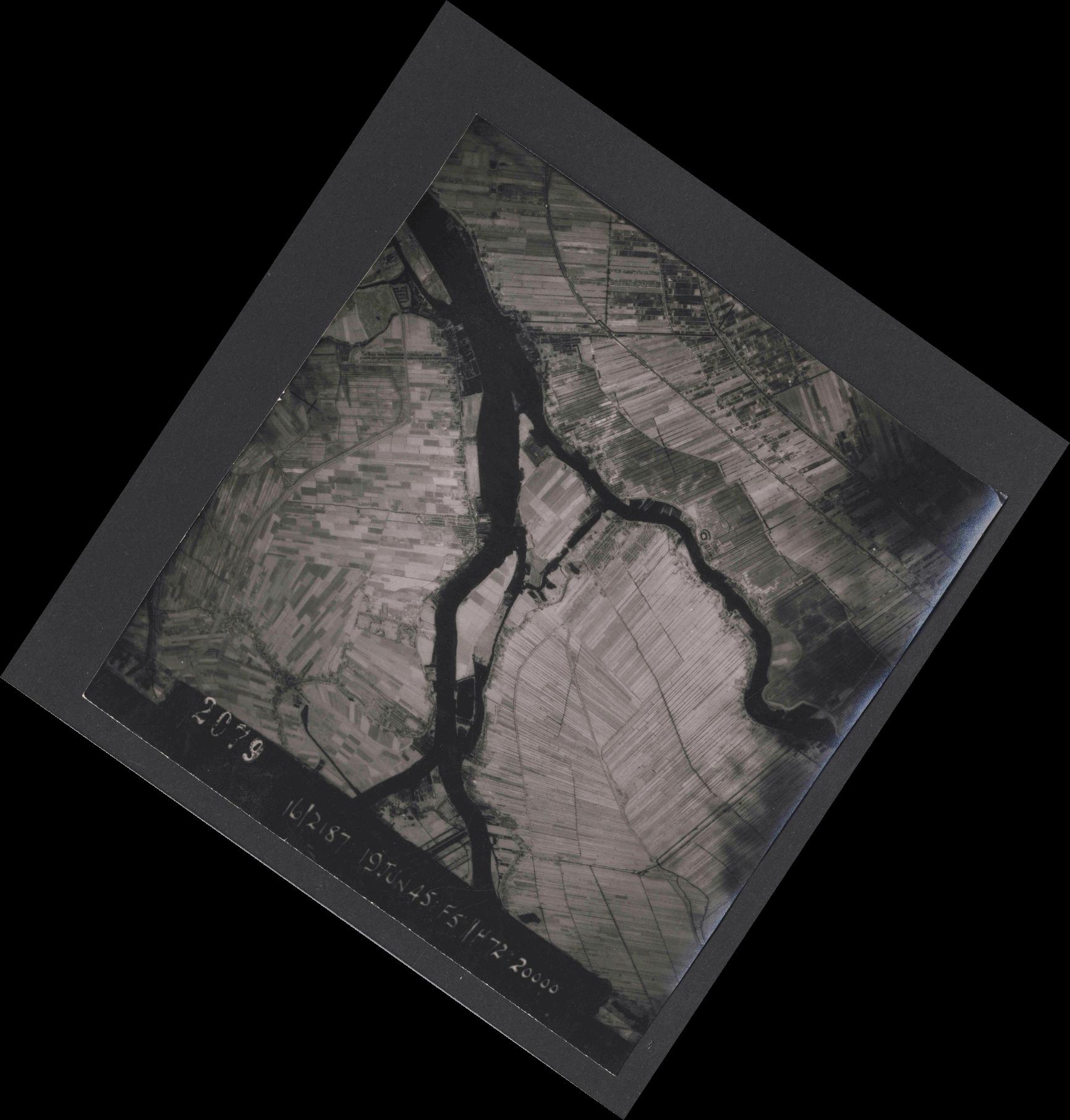 Collection RAF aerial photos 1940-1945 - flight 551, run 02, photo 2079