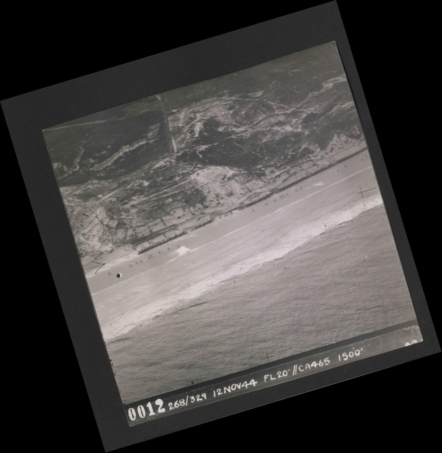 Collection RAF aerial photos 1940-1945 - flight 553, run 01, photo 0012