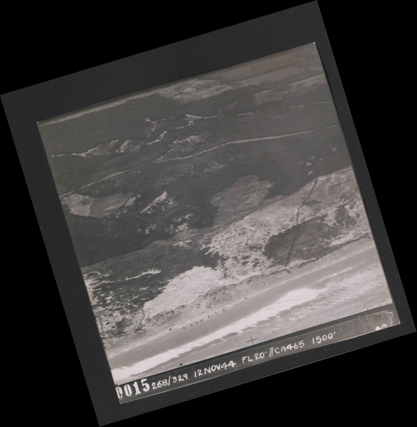 Collection RAF aerial photos 1940-1945 - flight 553, run 01, photo 0015