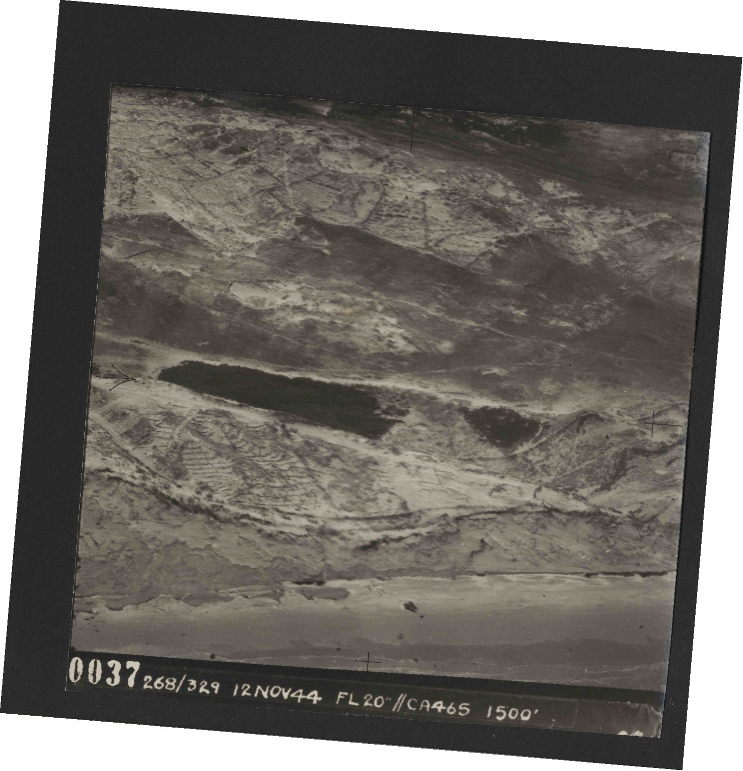 Collection RAF aerial photos 1940-1945 - flight 553, run 01, photo 0037