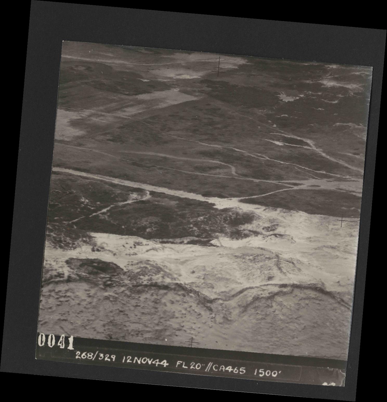 Collection RAF aerial photos 1940-1945 - flight 553, run 01, photo 0041