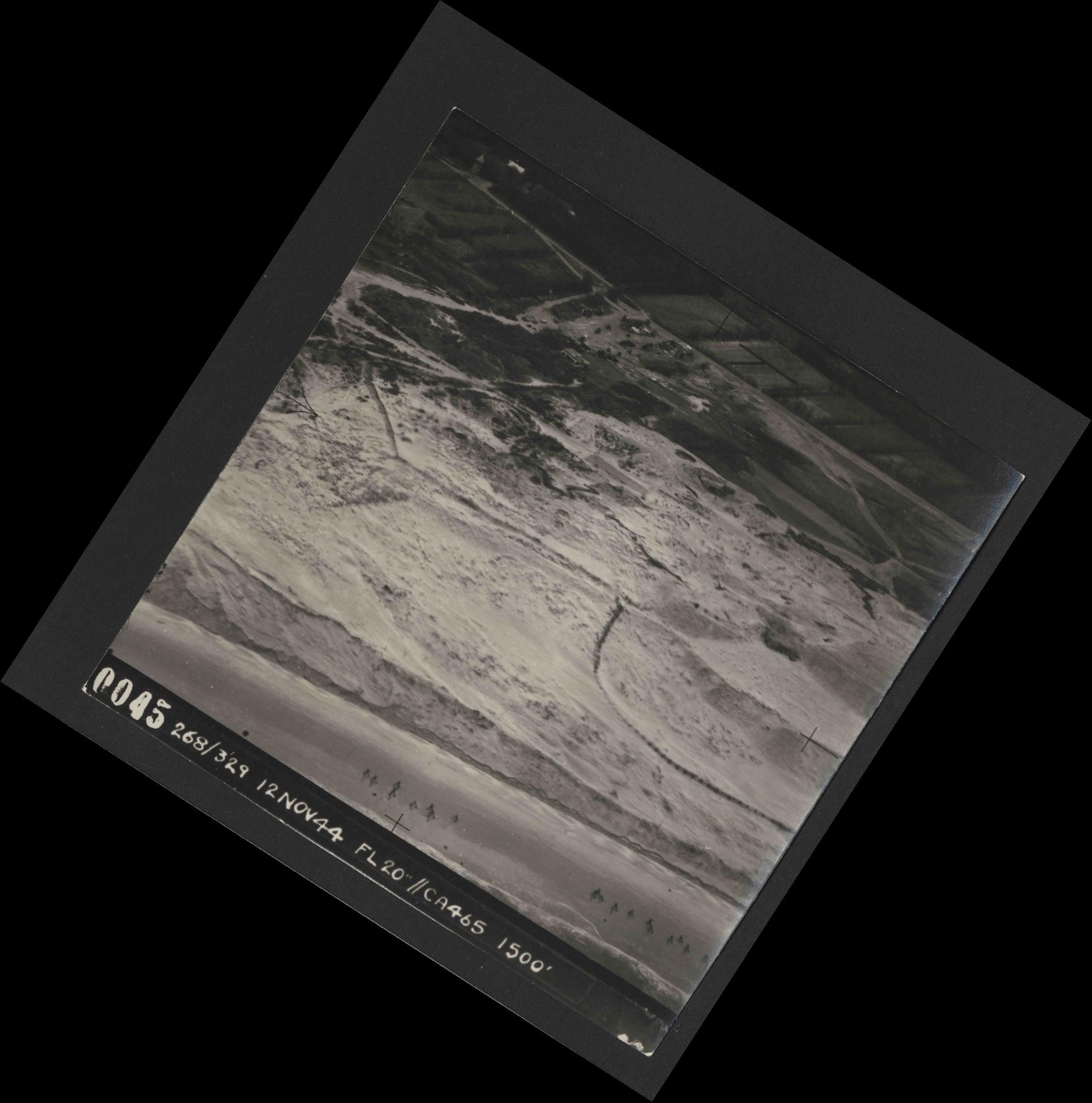Collection RAF aerial photos 1940-1945 - flight 553, run 01, photo 0045