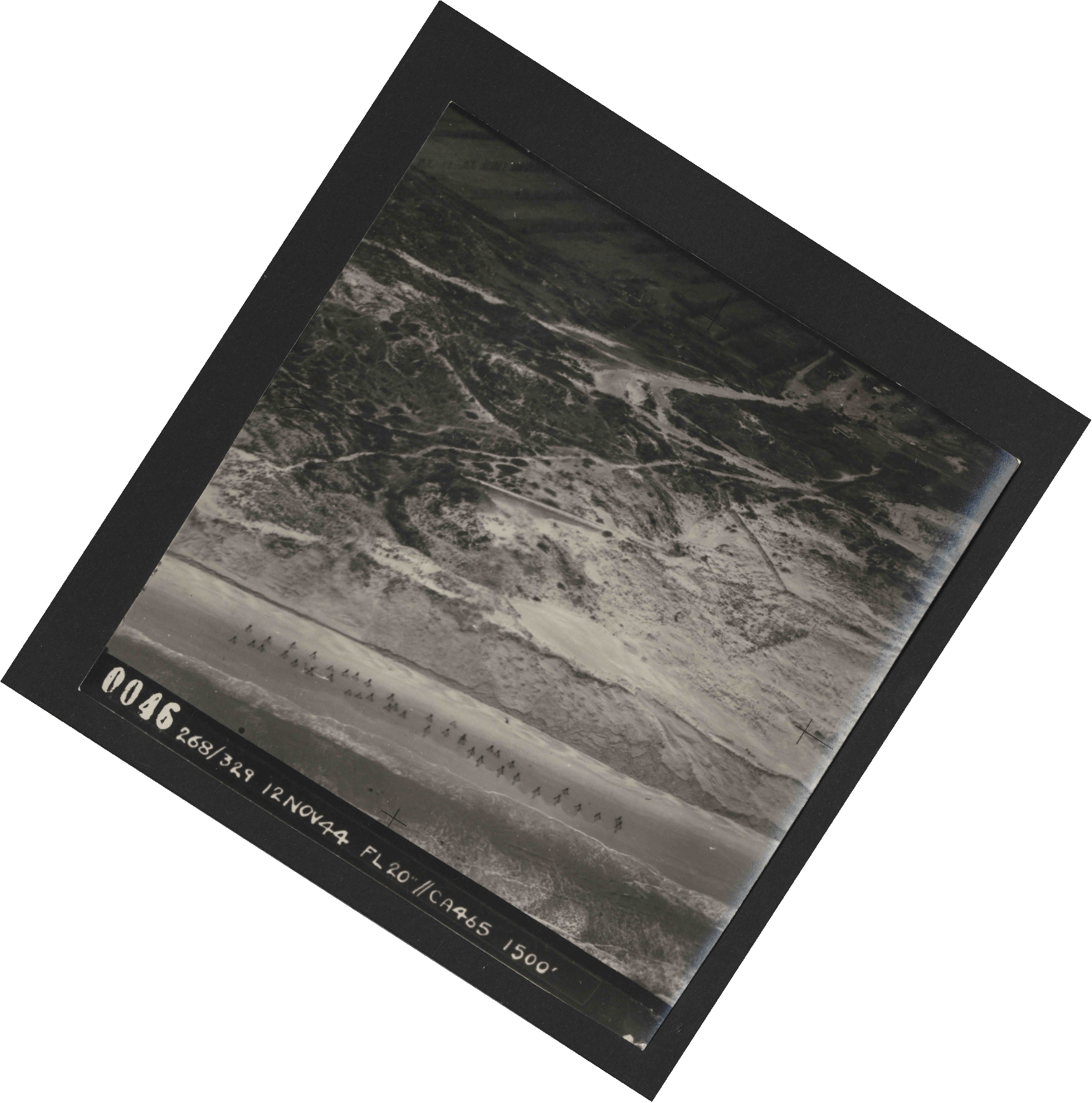 Collection RAF aerial photos 1940-1945 - flight 553, run 01, photo 0046