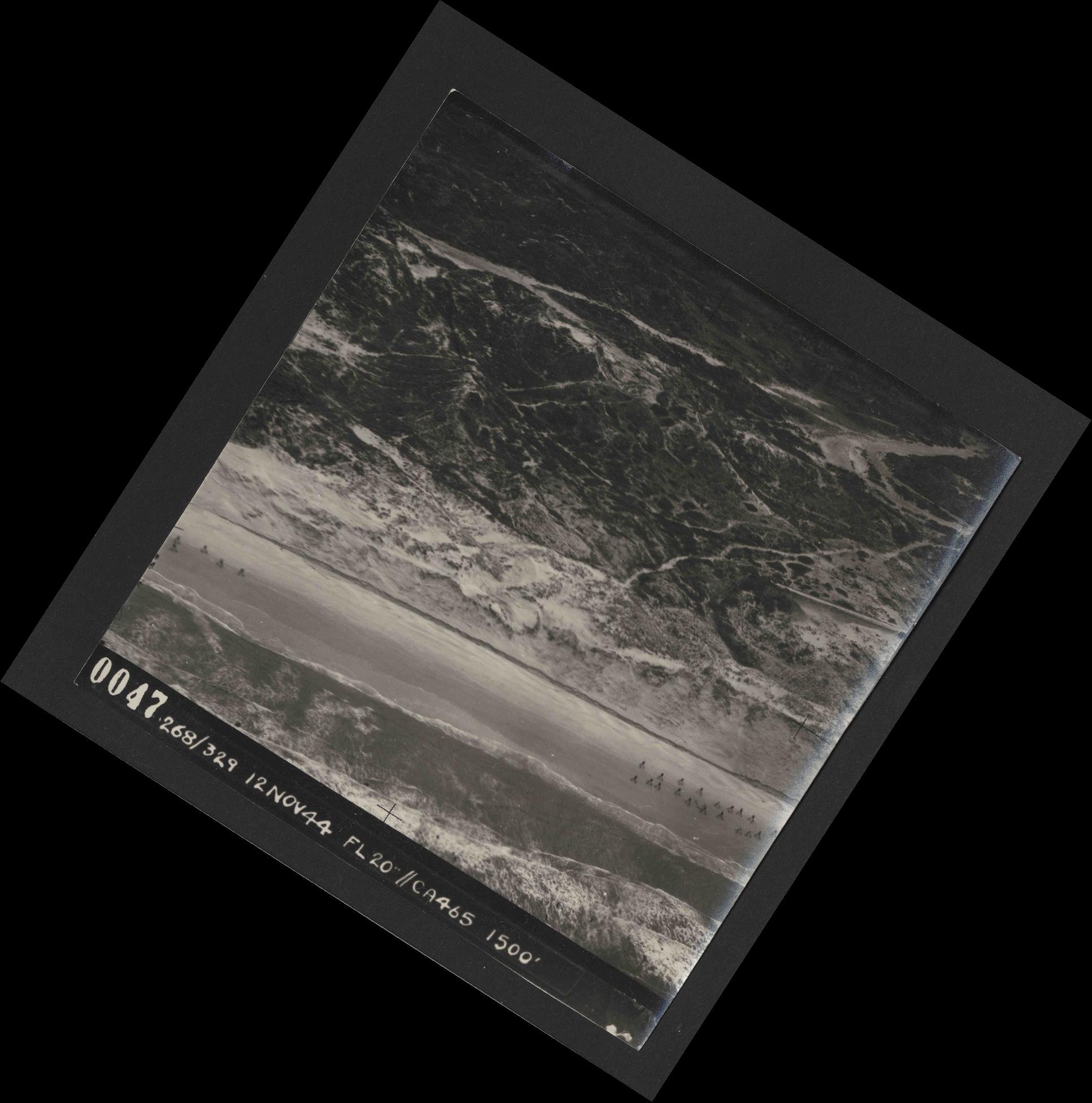 Collection RAF aerial photos 1940-1945 - flight 553, run 01, photo 0047