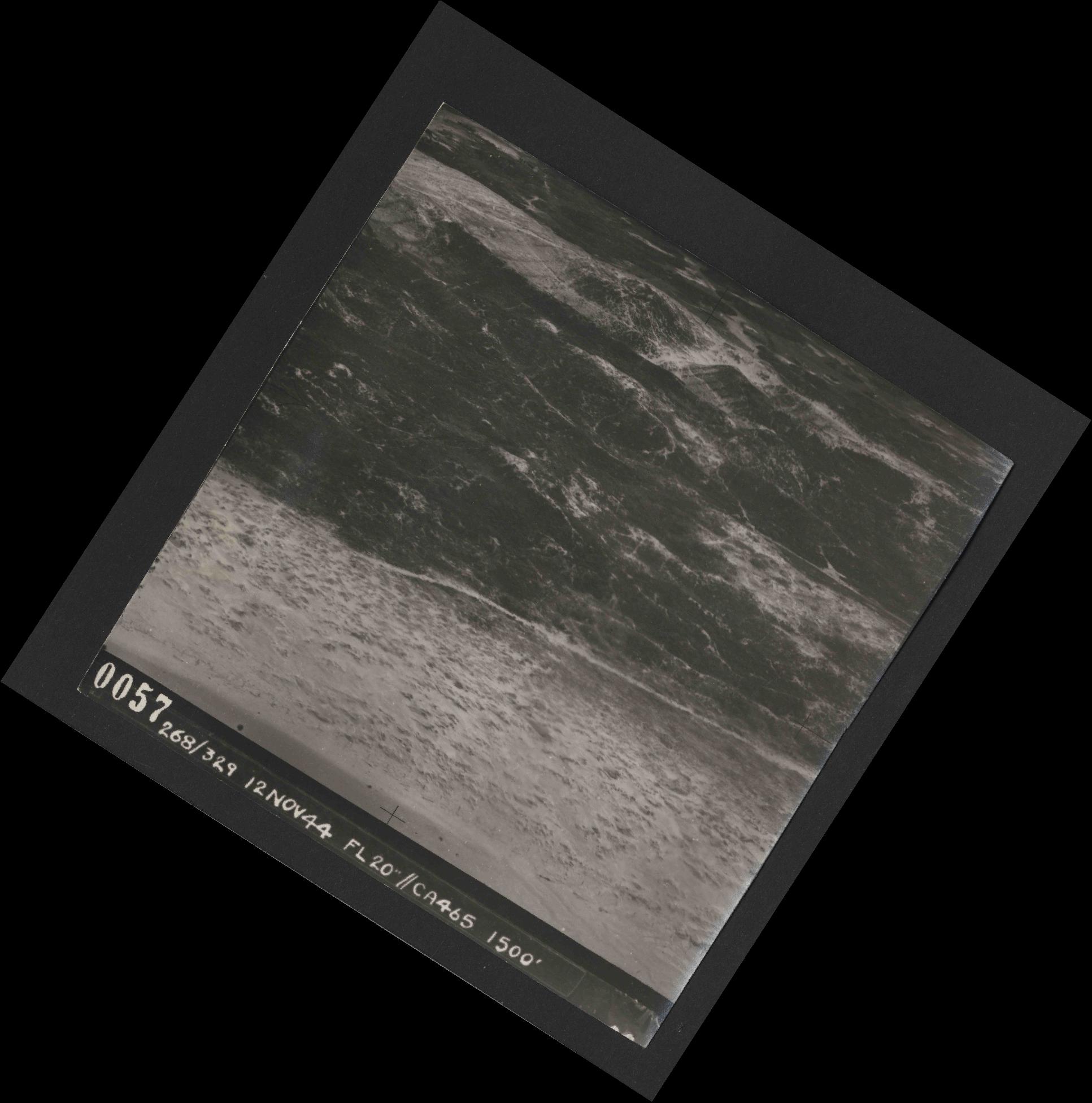 Collection RAF aerial photos 1940-1945 - flight 553, run 01, photo 0057