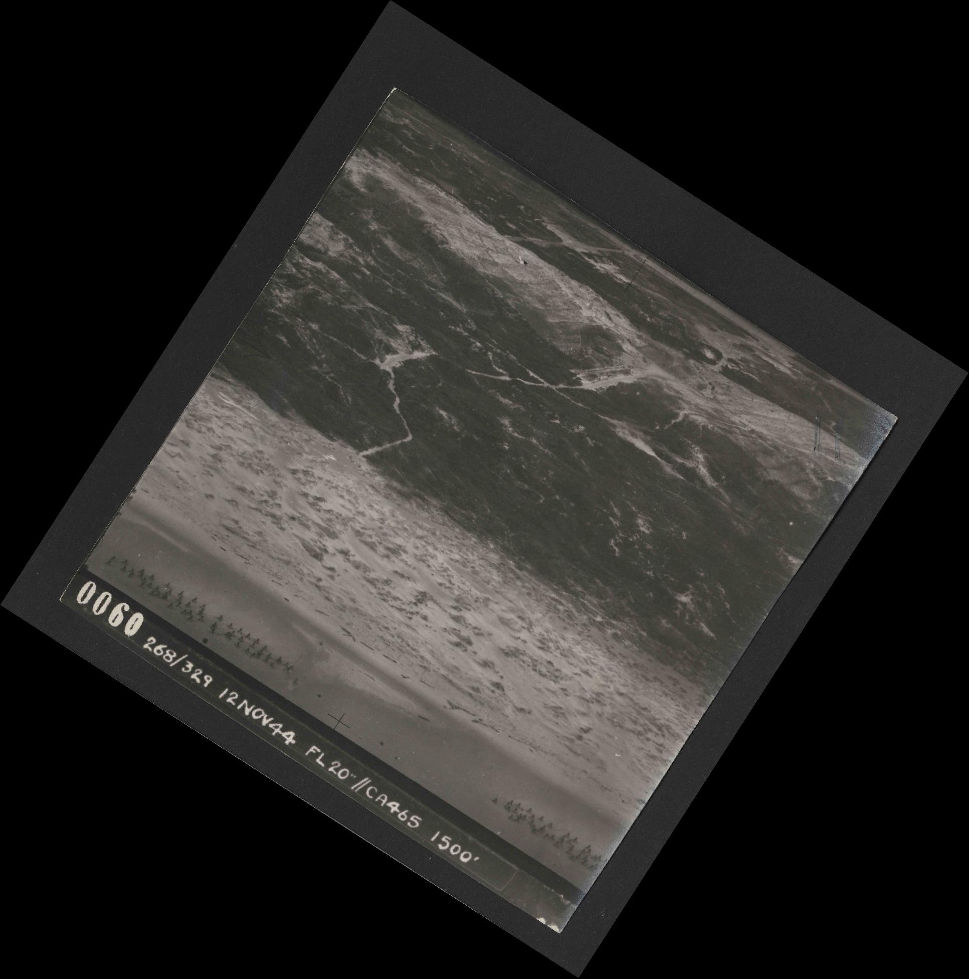 Collection RAF aerial photos 1940-1945 - flight 553, run 01, photo 0060