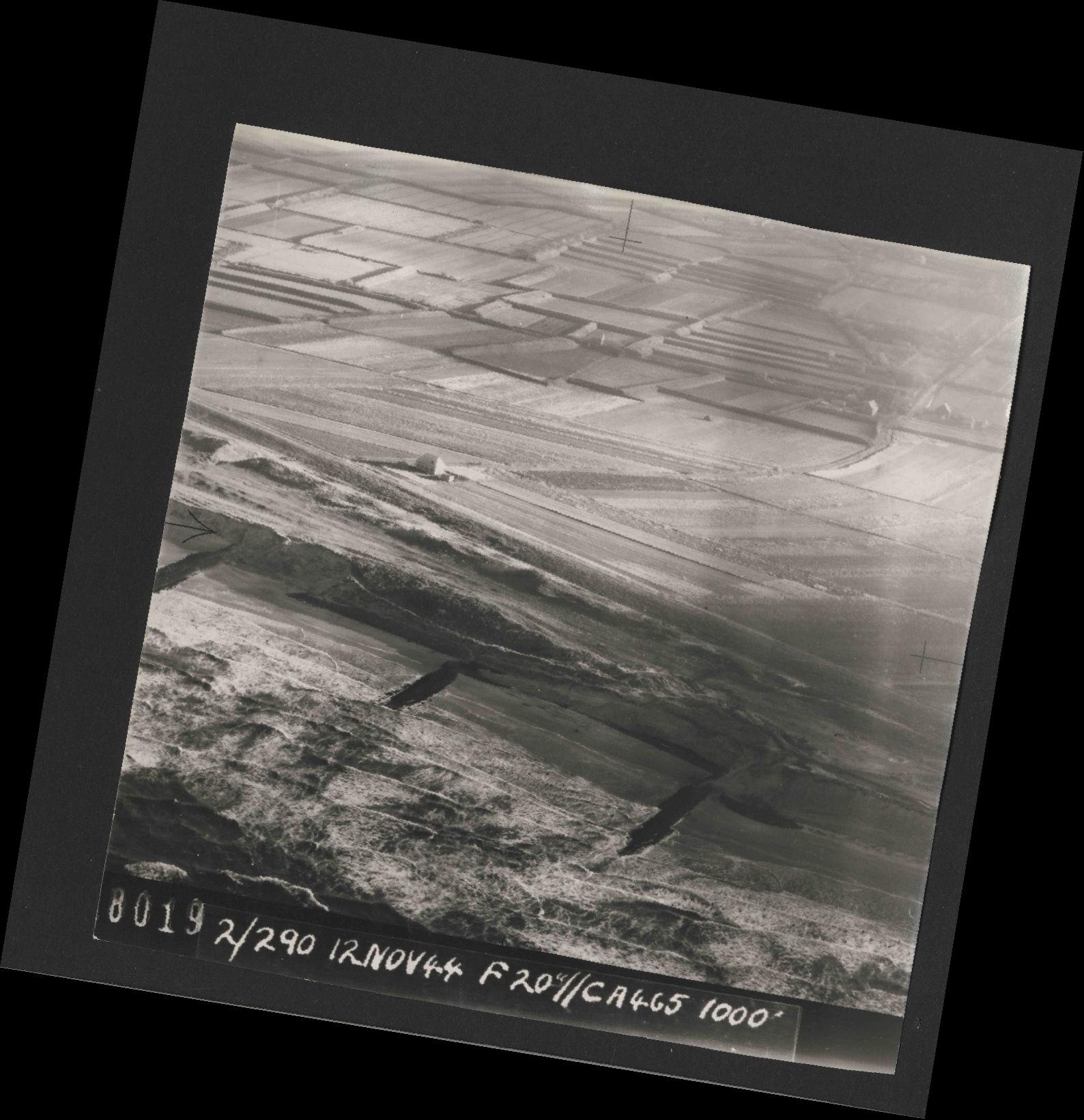 Collection RAF aerial photos 1940-1945 - flight 554, run 01, photo 0019