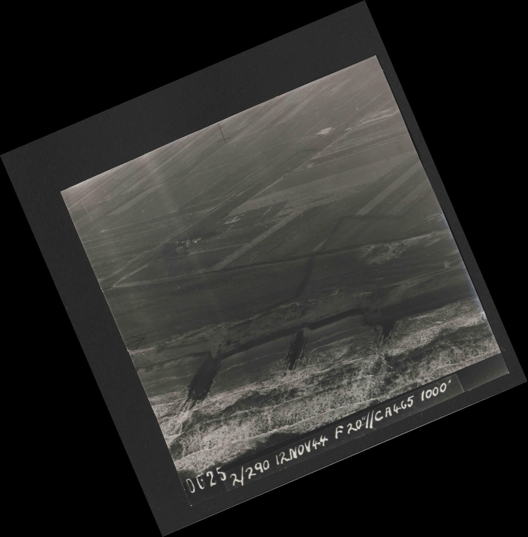 Collection RAF aerial photos 1940-1945 - flight 554, run 01, photo 0025