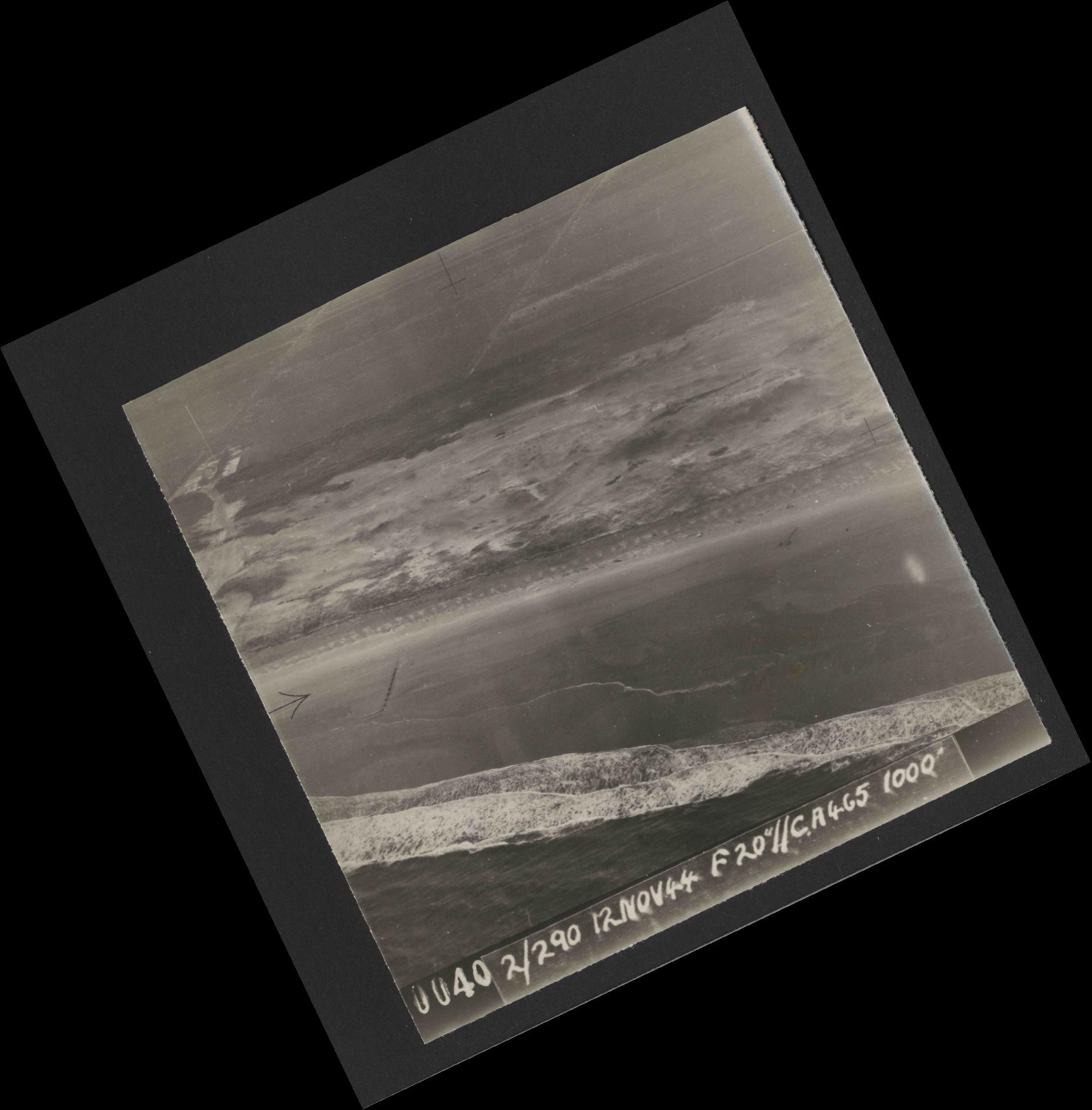 Collection RAF aerial photos 1940-1945 - flight 554, run 01, photo 0040