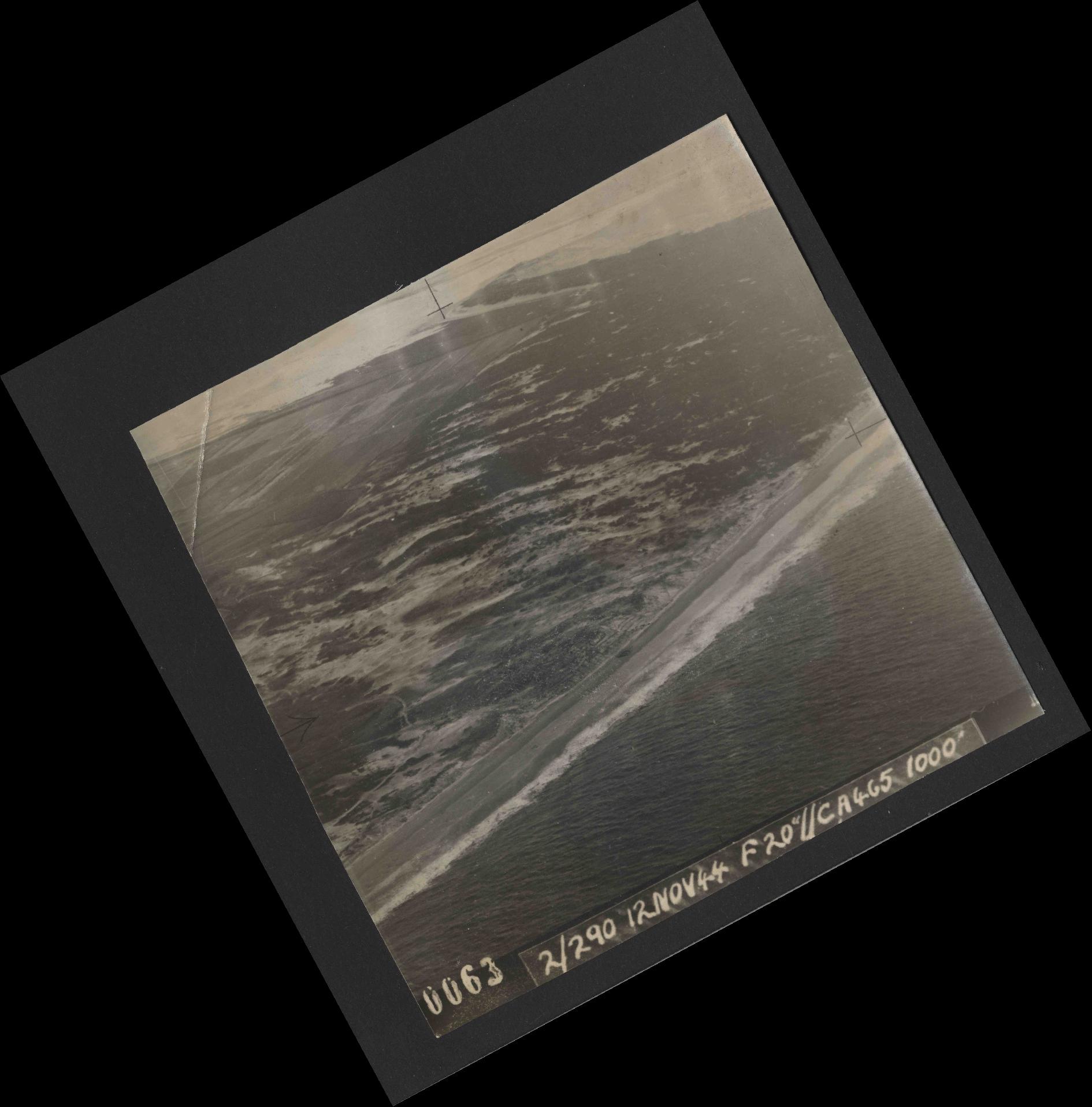 Collection RAF aerial photos 1940-1945 - flight 554, run 01, photo 0063