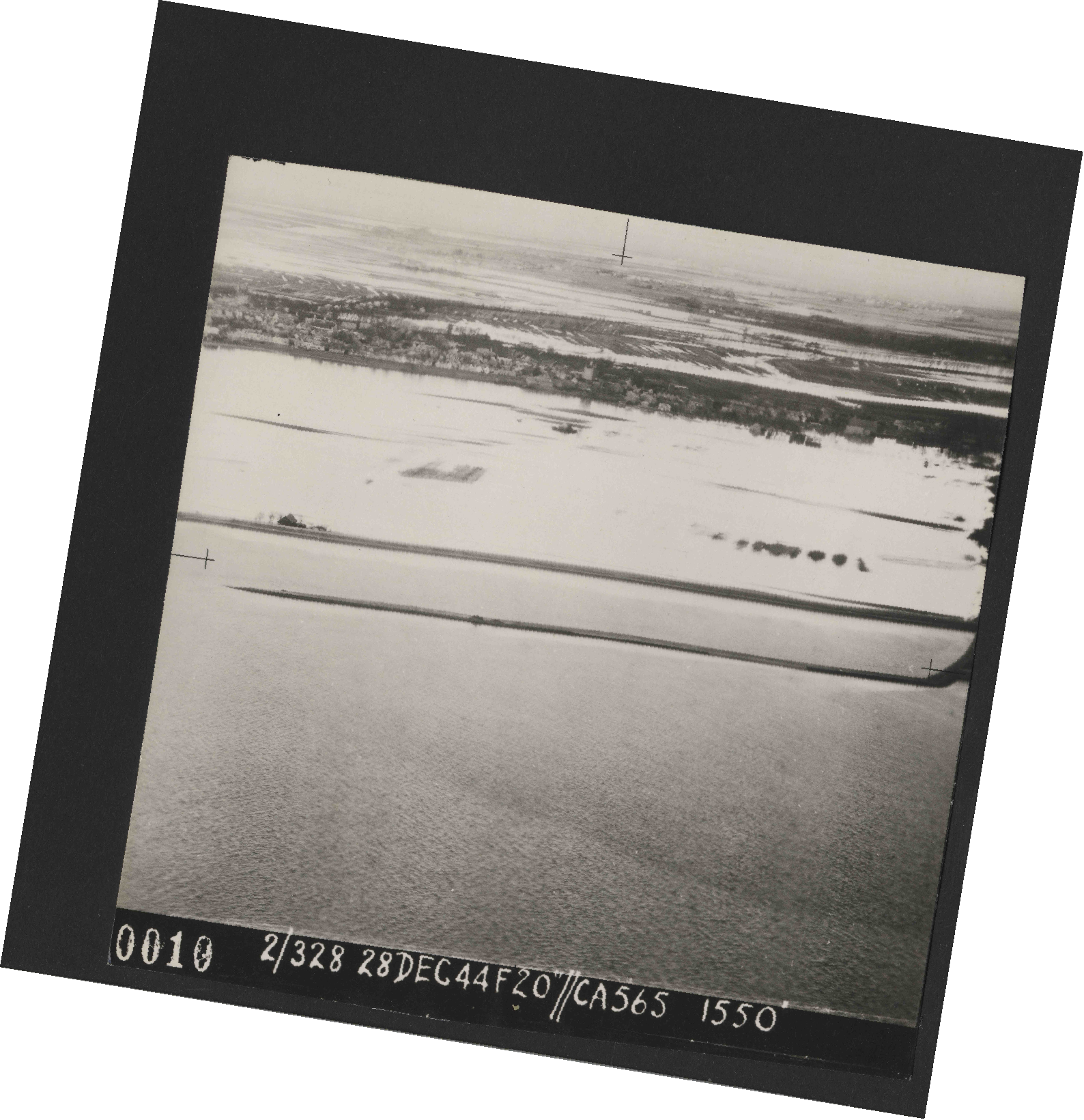 Collection RAF aerial photos 1940-1945 - flight 556, run 01, photo 0010