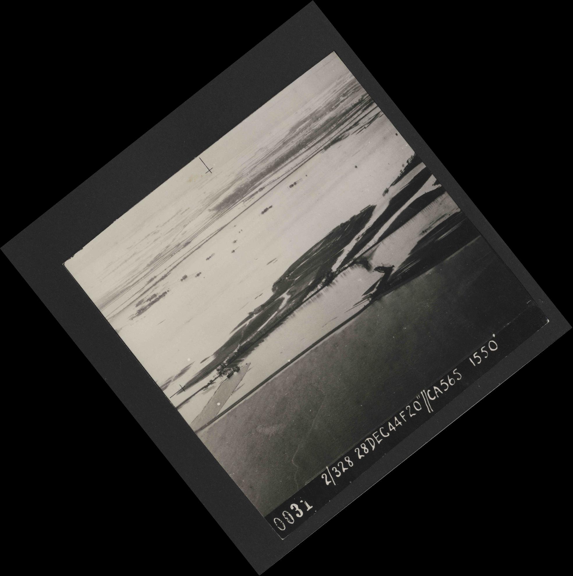Collection RAF aerial photos 1940-1945 - flight 556, run 01, photo 0031