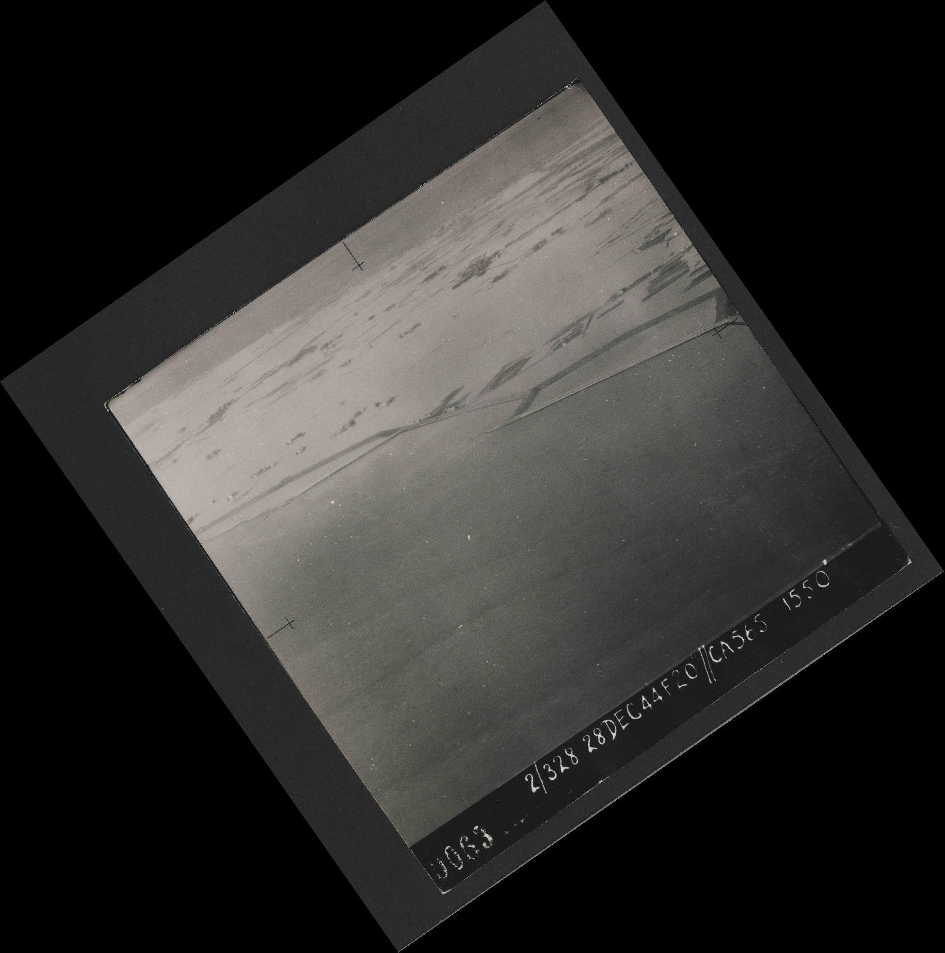 Collection RAF aerial photos 1940-1945 - flight 556, run 01, photo 0063