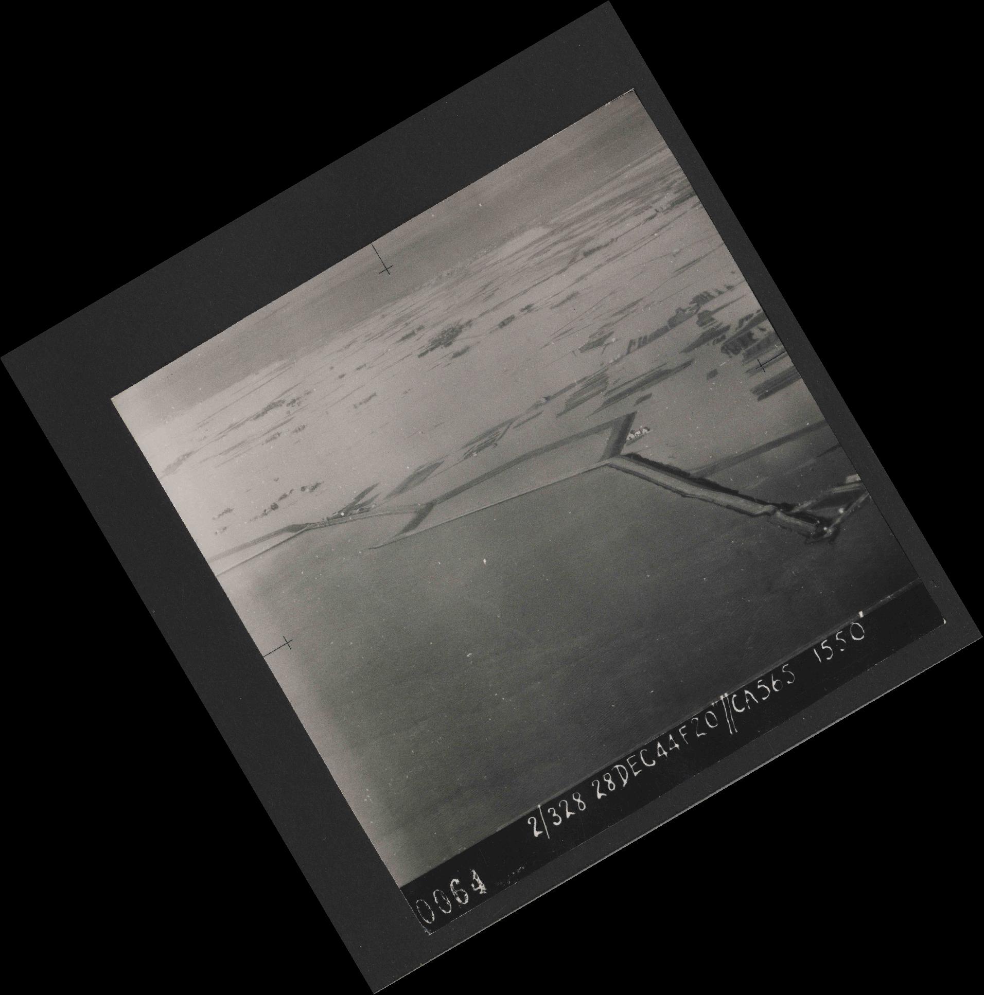 Collection RAF aerial photos 1940-1945 - flight 556, run 01, photo 0064